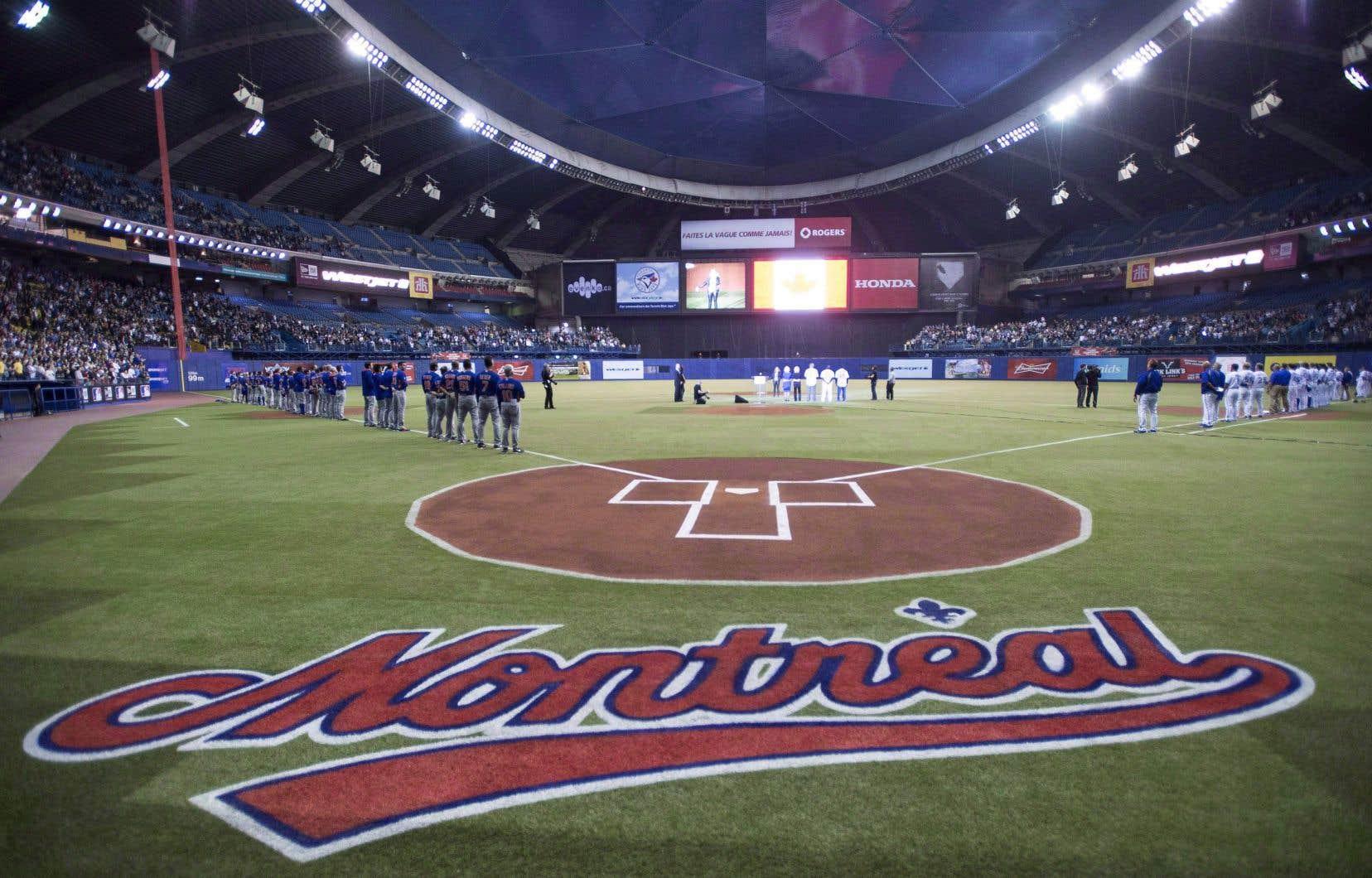 Depuis quelques années, le Stade olympique reprend ses allures de terrain de baseball pour la présentation de deux matchs présaison des Blue Jays de Toronto.