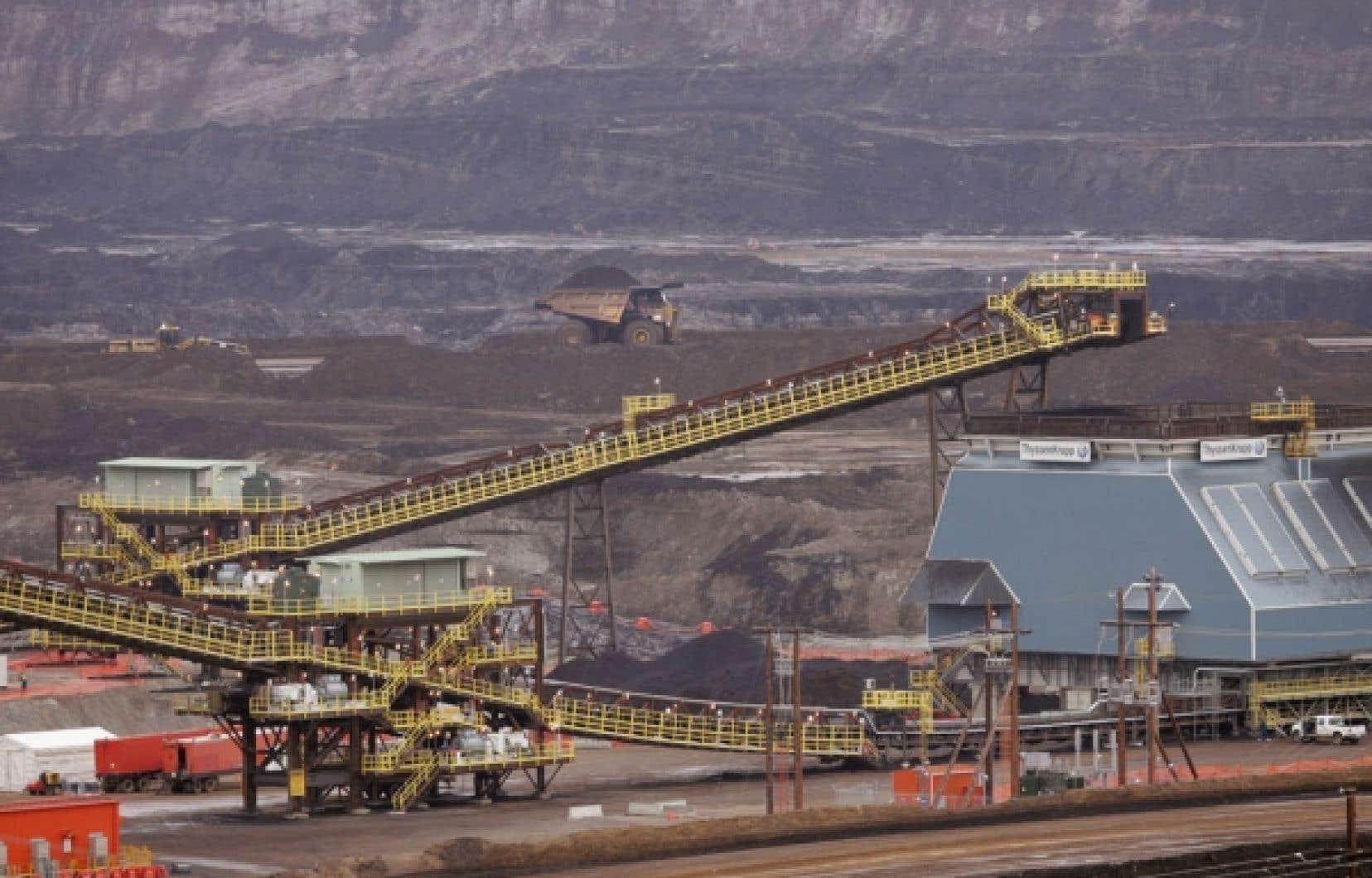 Deux lois concernant l'industrie minière et gazière renferment des dispositions qui permettent de déroger à la Loi sur l'accès à l'information et sont particulièrement néfastes pour l'information environnementale au Québec.