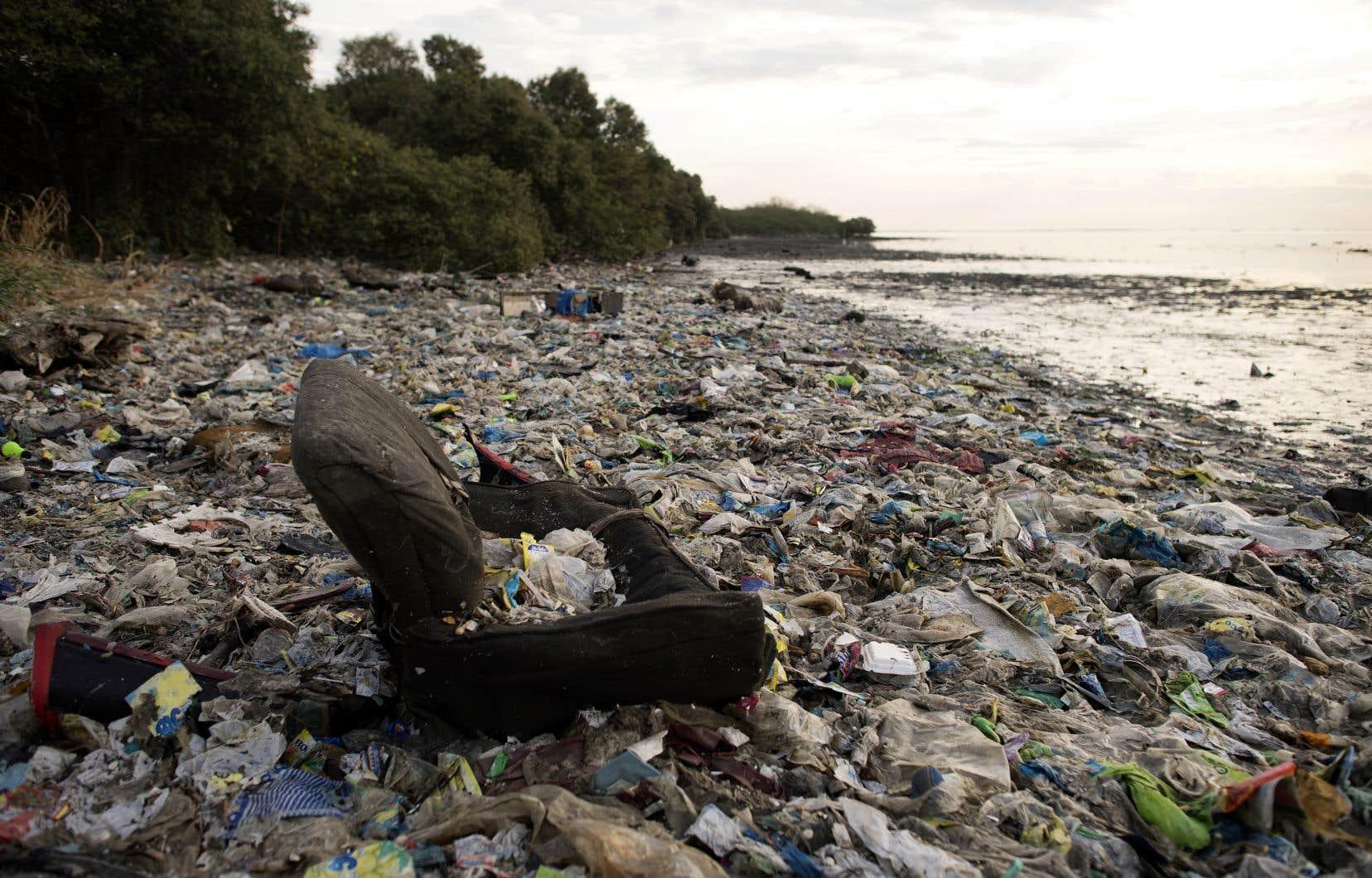 <p>À eux seuls, la Chine, l'Indonésie, lesPhilippines (photo), le Vietnam et la Thaïlandesont responsables de plus de la moitié des huit millions de tonnes de plastique rejetées tous les ans dans les océans, selon un rapport de 2017 de l'ONG Ocean Conservancy.</p>