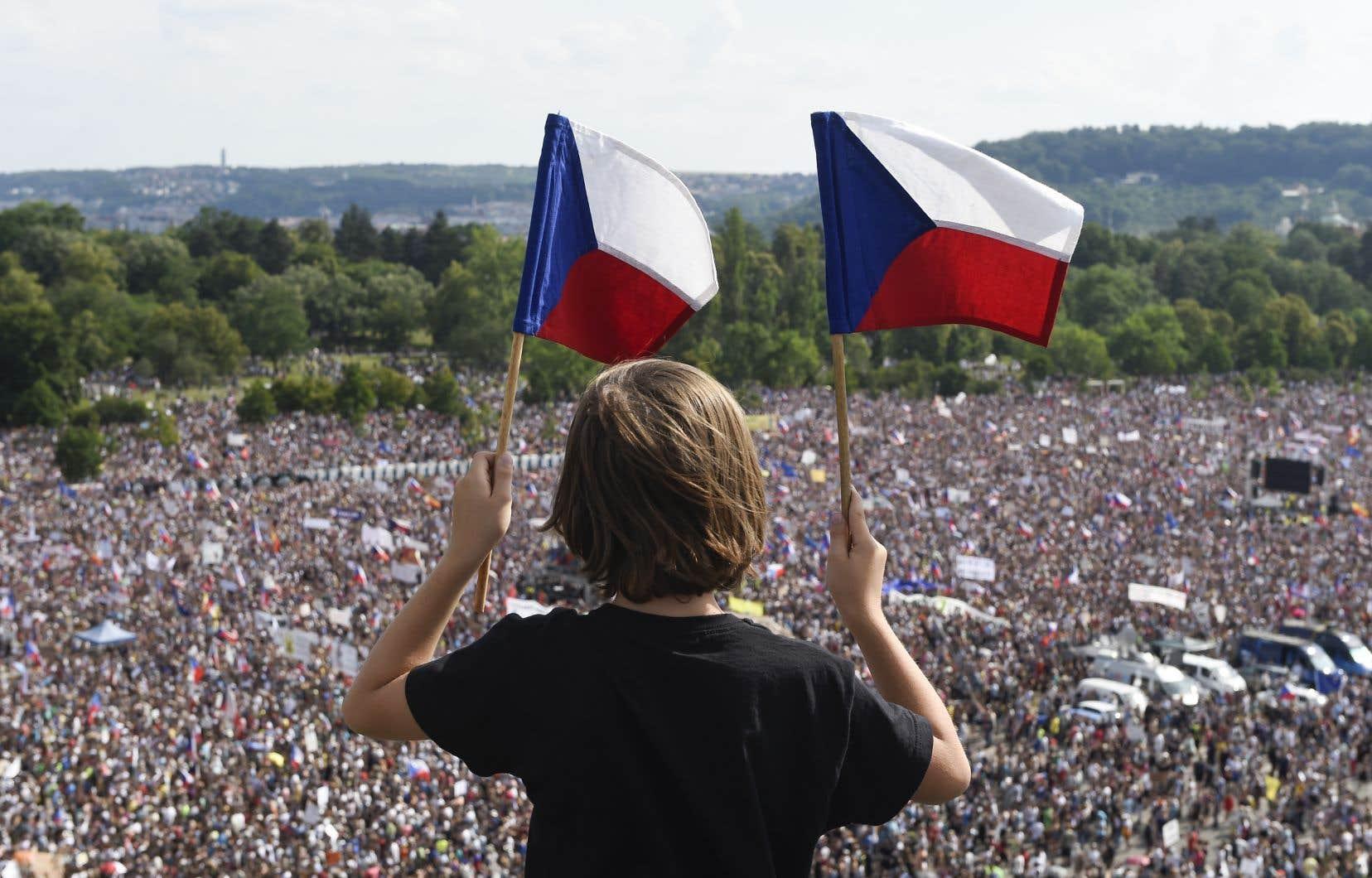 Environ 250000 personnes se sont rassemblées dans la capitale tchèque, selon les organisateursde la manifestation.