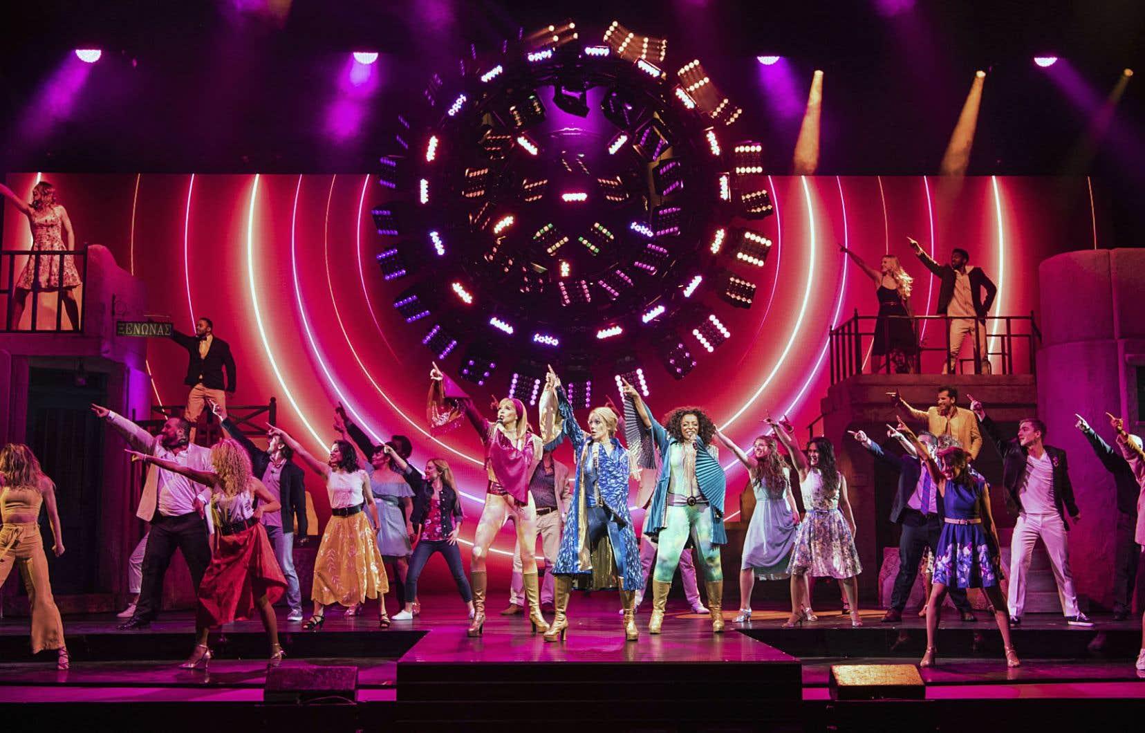 Avec ses douze interprètes, autant de danseuses et de danseurs, huit musiciens et six choristes, la production ne manque pas d'envergure.
