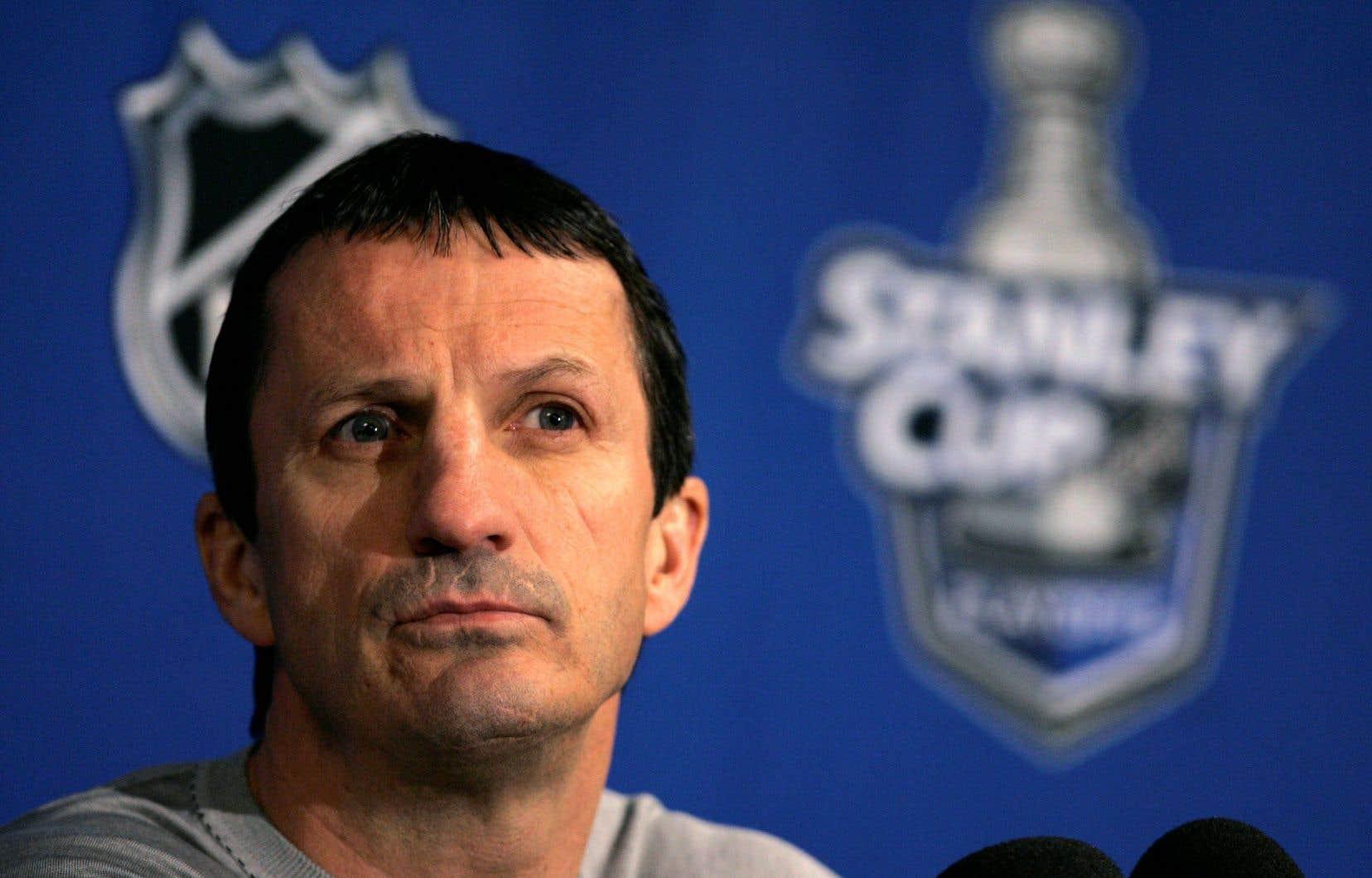 Guy Carbonneau, origine de Sept-Îles, a été le dernier capitaine du Canadien à remporter la coupe Stanley en 1993.