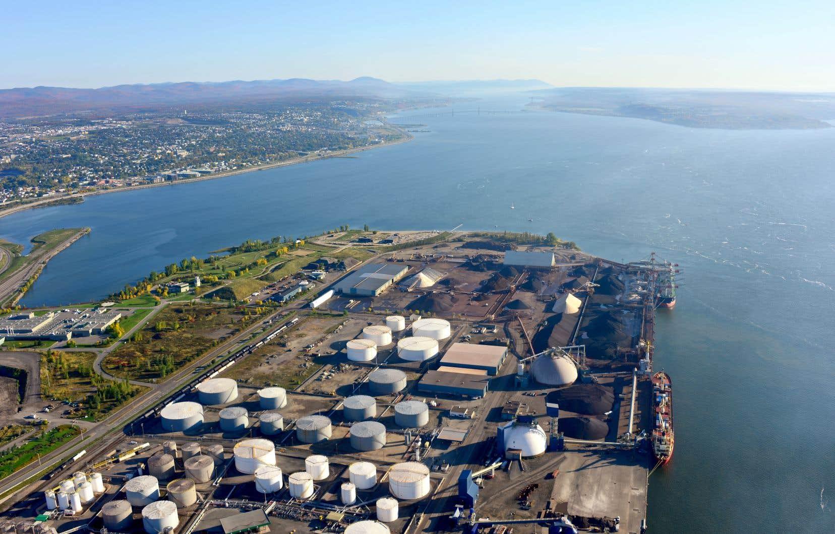 L'Administration portuaire de Québec souhaite construire un nouveau quai de 610 mètres et draguer près d'un million de mètres de sédiments pour agrandir son territoire dans le secteur de Beauport, à l'est du quartier Limoilou.