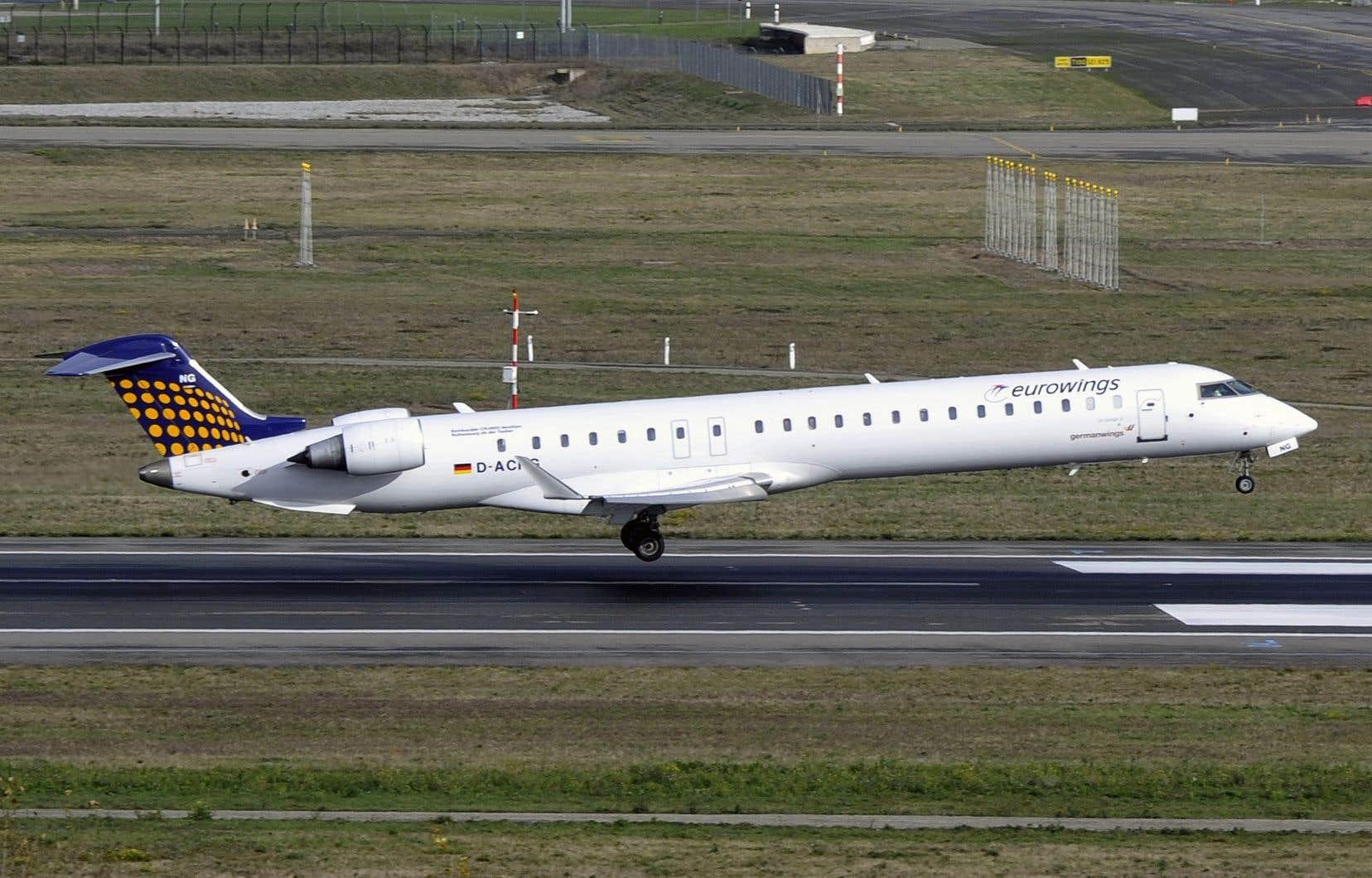 Un avion Bombardier CRJ-900 de la société Eurowings, filiale de Lufthansa, atterrit à l'aéroport de Toulouse-Blagnac, en 2014.