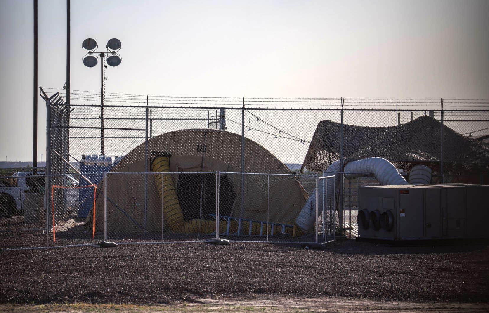 Le centre de rétention de Clint, au Texas, a été vidé lundi de la majorité de ses détenus et 249 enfants devaient «être placés sous la garde» du ministère de la Santé.