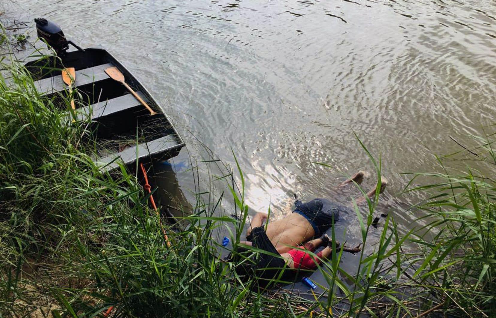 Les photographies des deux cadavres flottant sur le ventre sur la rive mexicaine du fleuve ont fortement choqué l'opinion publique au Salvador et au Mexique.