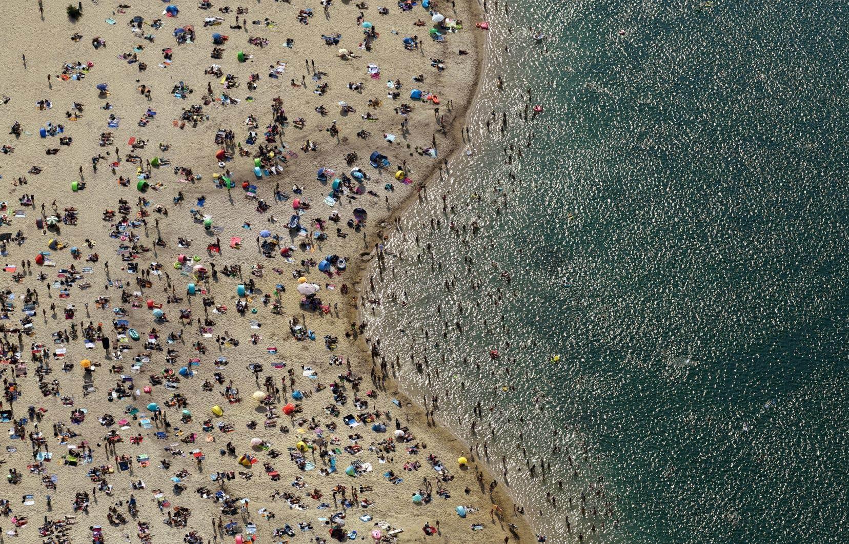 Le record de température enregistrée en juin a été battu en Allemagne, où les citoyens ont envahi les plages pour se rafraîchir.