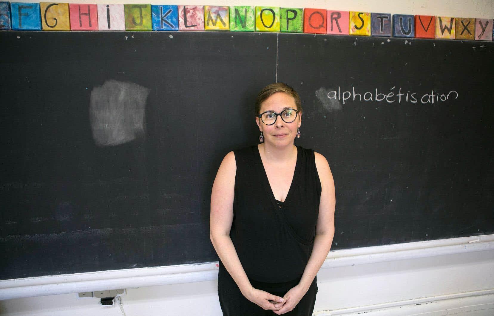 Sa classe est vide en cet après-midi, mais Noémie Pomerleau-Cloutier parle des participants à l'Atelier — qui offre aux adultes analphabètes et peu scolarisés l'occasion d'apprendre à lire, à écrire, à compter et à communiquer — comme s'ils étaient là.
