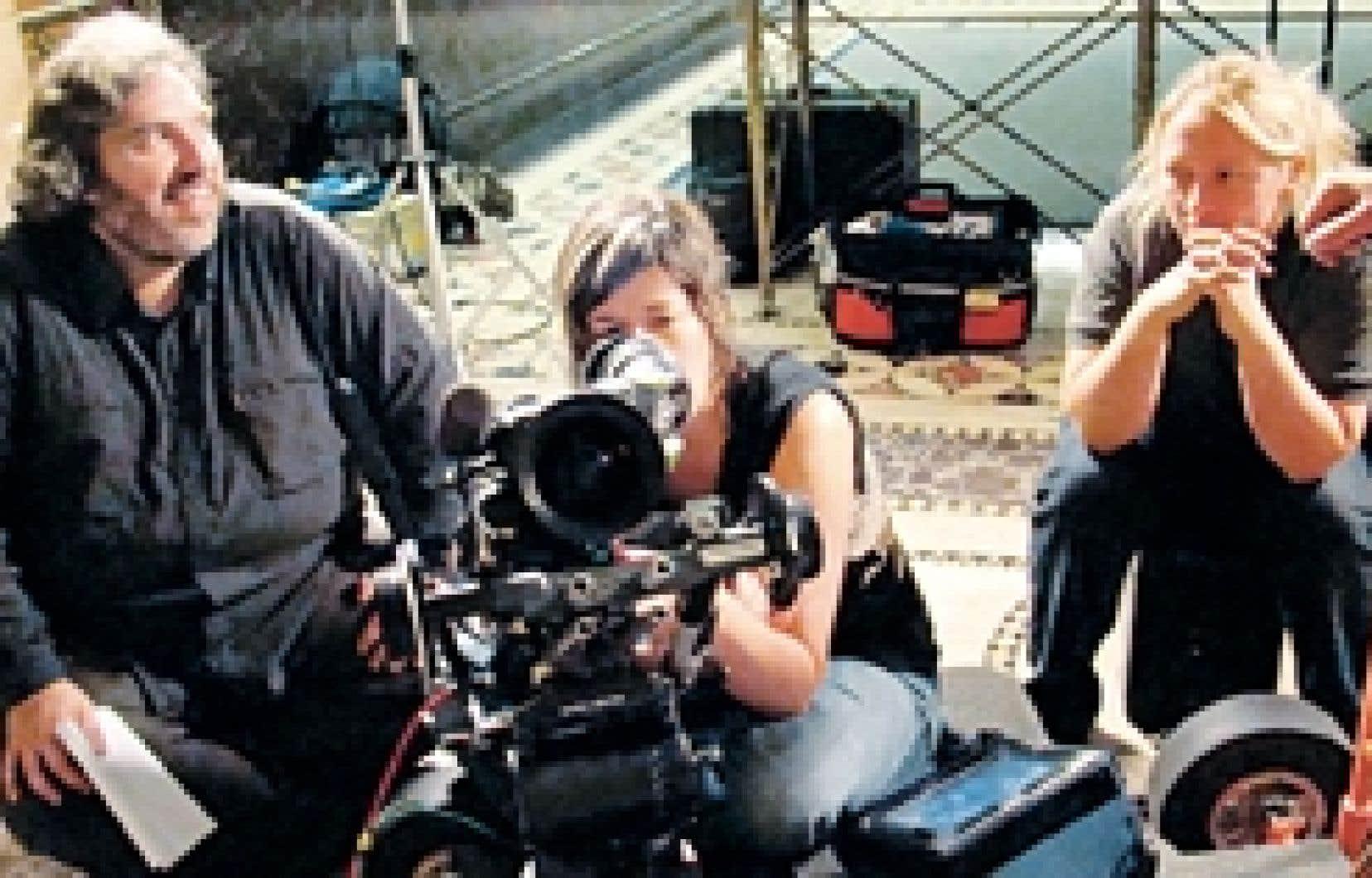 Georges Privet et une partie de l'équipe de Cinéma québécois, diffusé sur Télé-Québec