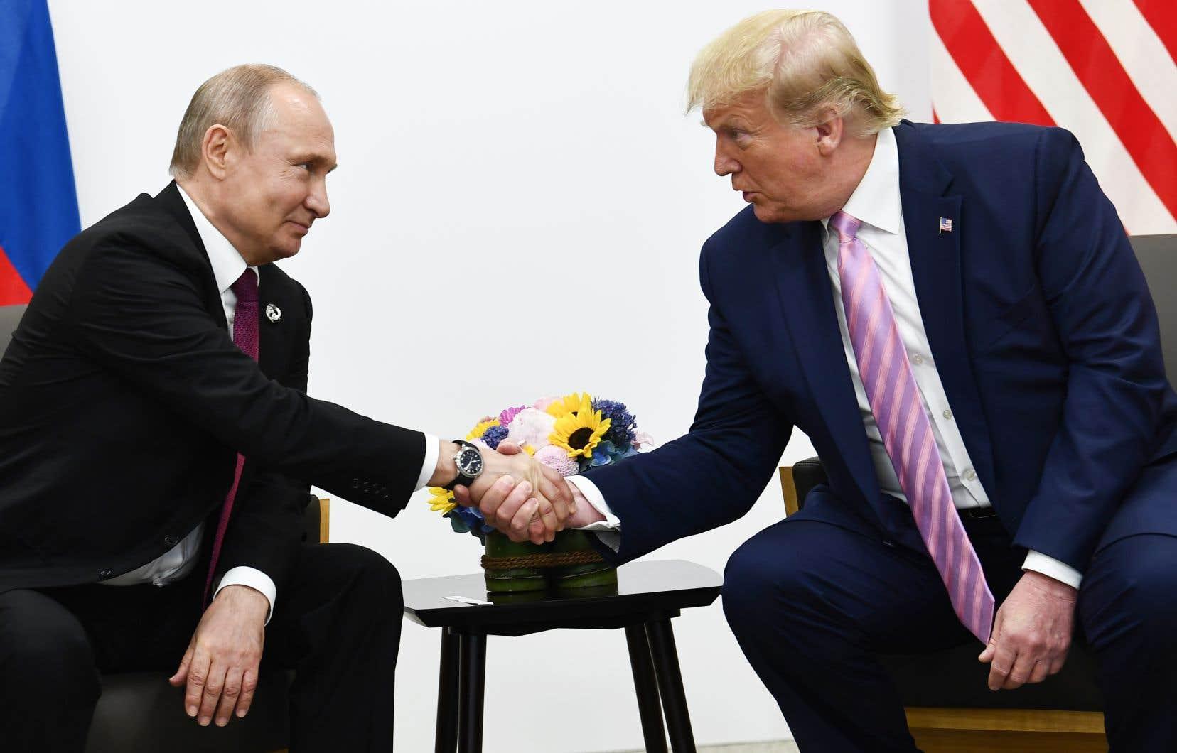 Donald Trump n'a pu s'empêcher de blaguer sur l'ingérence russe dans les élections américaines lors de son entretien avec Vladimir Poutine.