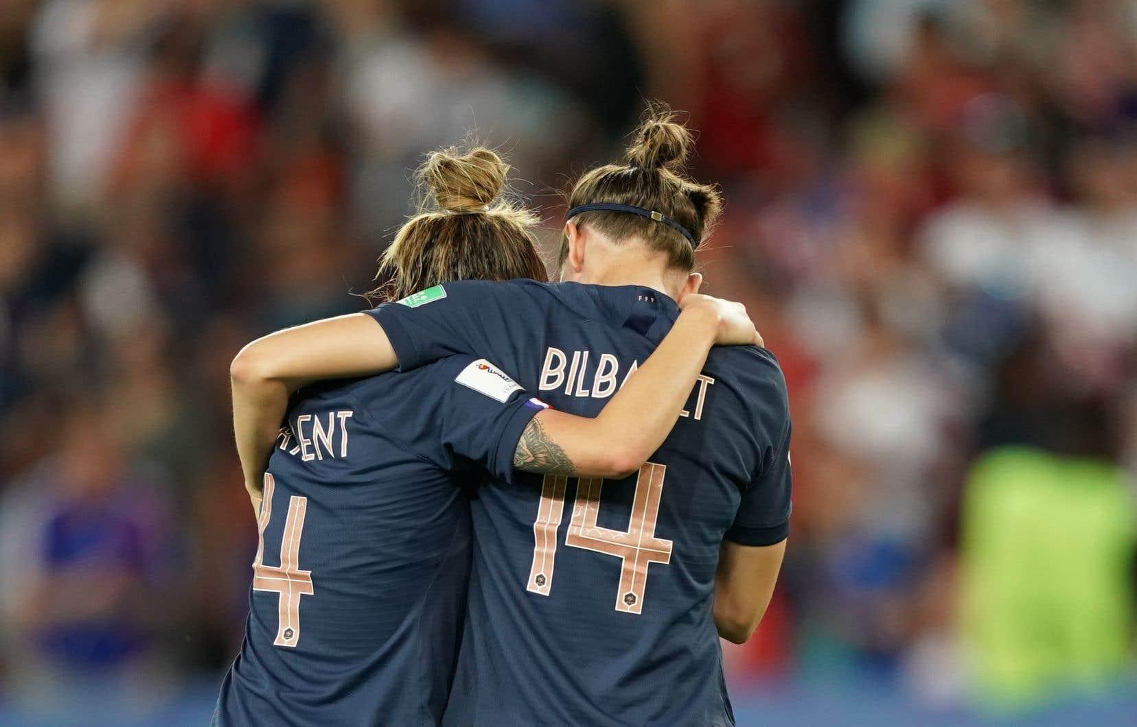La France tentait de devenir la première nation à détenir en même temps les titres mondiaux masculin et féminin.