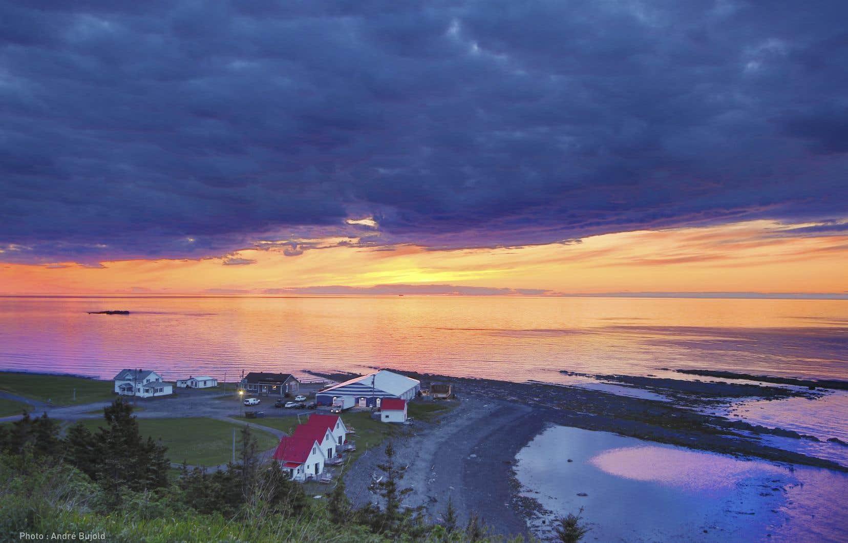 Il y aura au moins une autre édition du festival qui se déroulera dans le vaste chapiteau temporaire de Petite-Vallée, installé là où le Théâtre de la Vieille Forge trônait jadis, au pied de la mer.