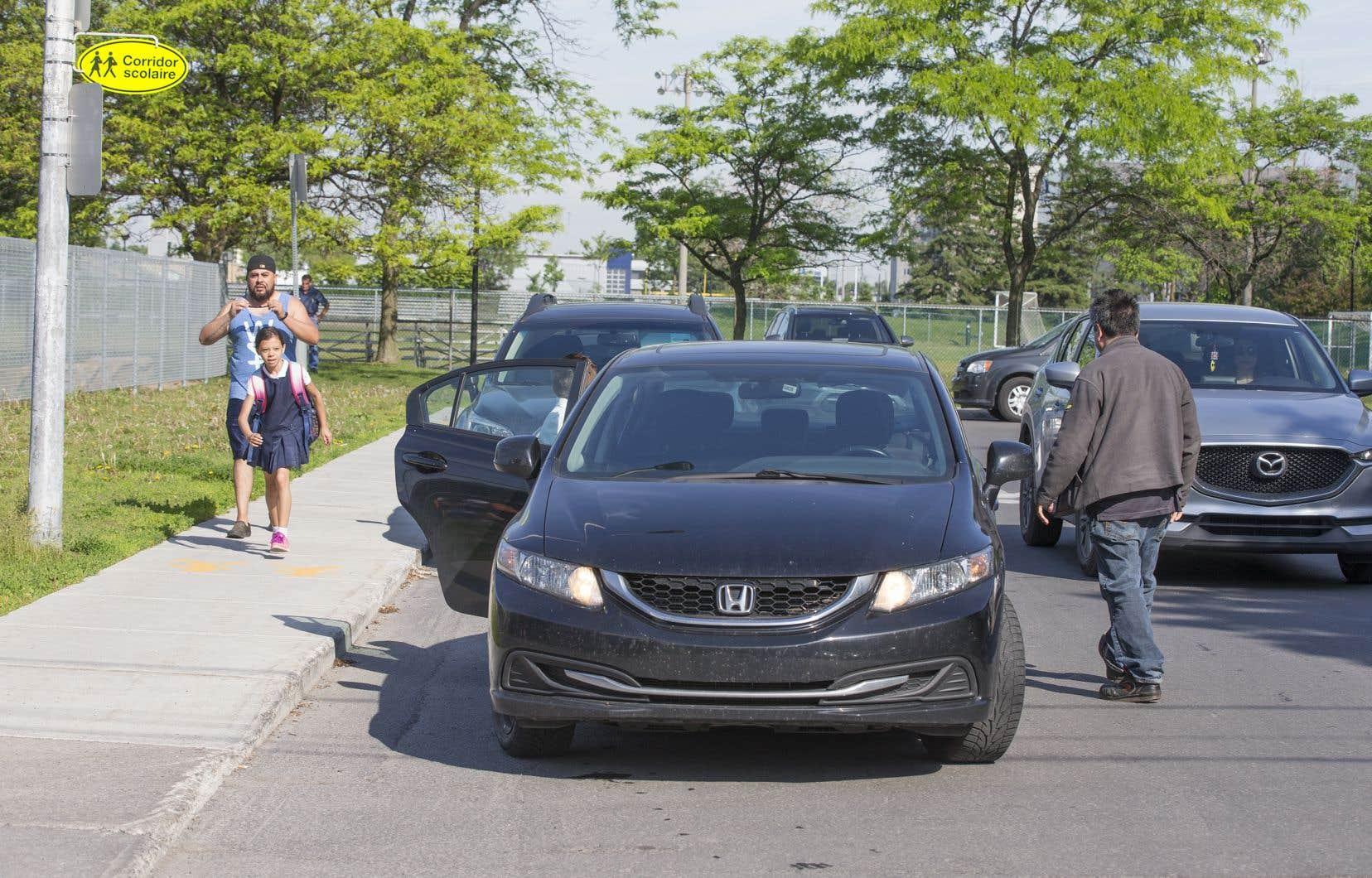 Depuis l'an dernier, des chercheurs ont observé le mode de transport d'élèves de plus de 125 écoles primaires de l'île de Montréal et de Laval, dont l'école primaire General Vanier, à Saint-Léonard.