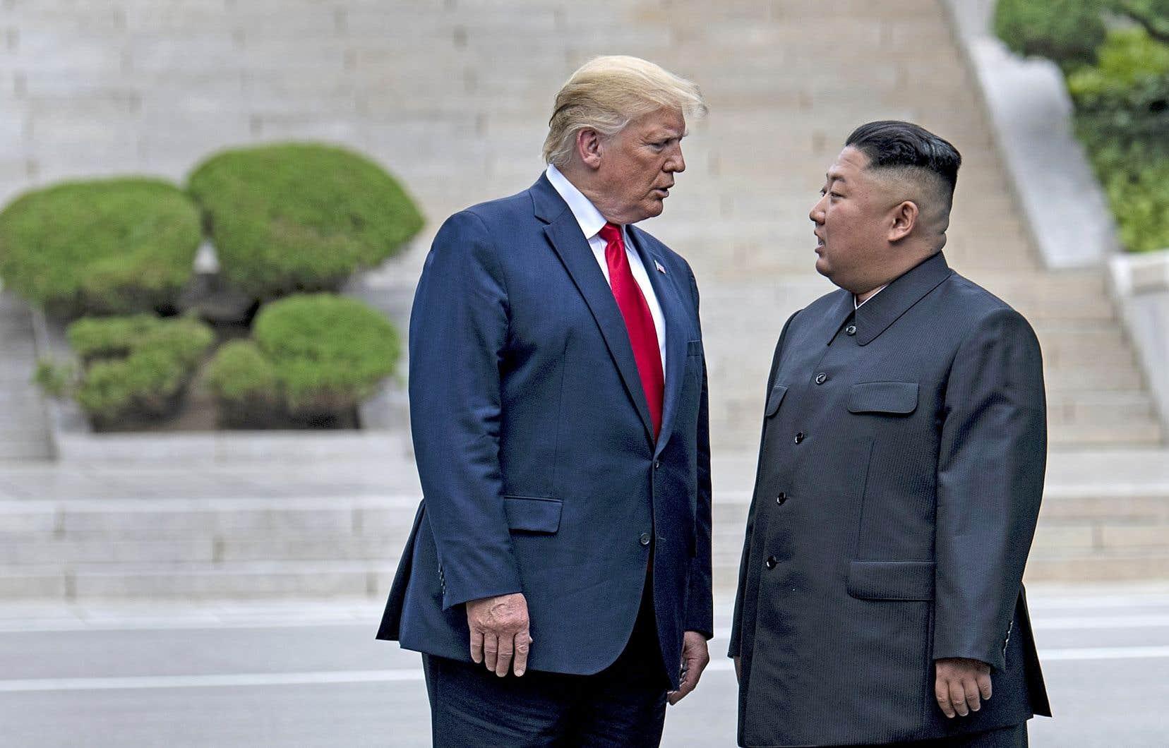 Lors d'une séquence calibrée pour faire la une des chaînes de télévision, M.Trump a été dimanche le premier président américain en exercice à fouler le sol nord-coréen, à l'occasion d'une rencontre avec le leader du régime reclus, Kim Jong-un.