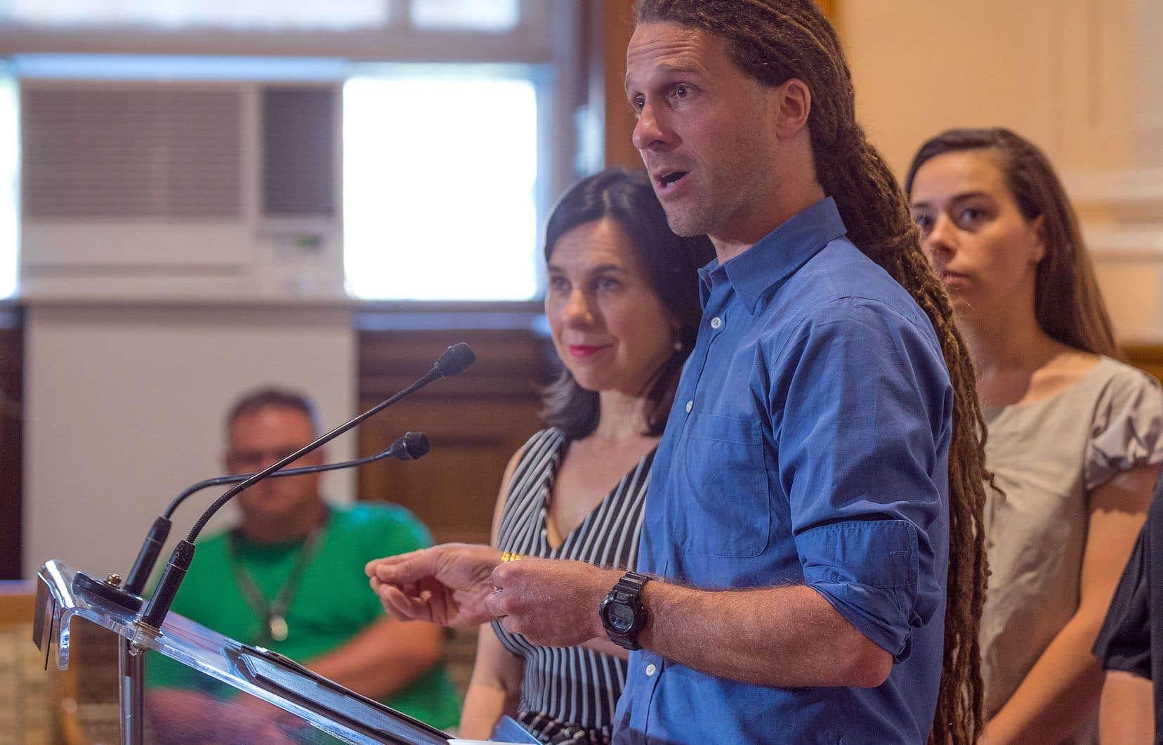 Le Dr David Kaiser, de la Direction de la santé publique et la mairesse de Montréal, Valérie Plante.