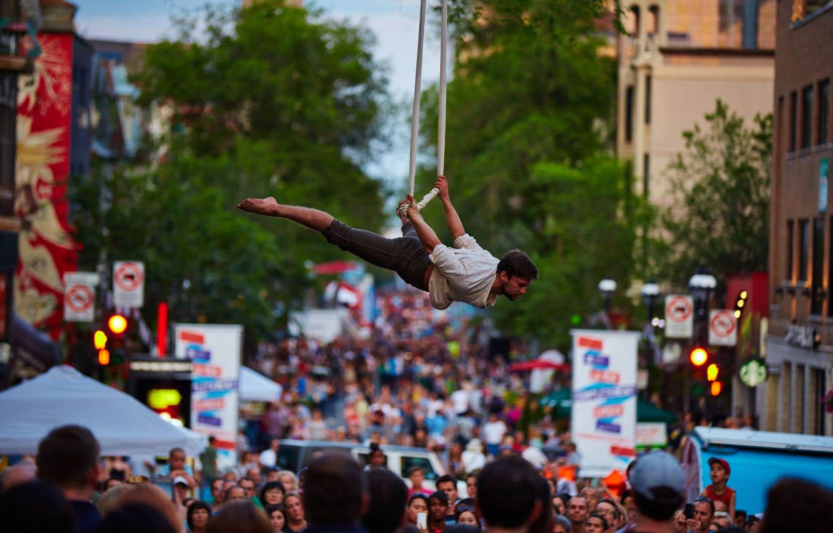 Calendrier Festival.Au Calendrier Montreal Completement Cirque Gratuit Le Devoir