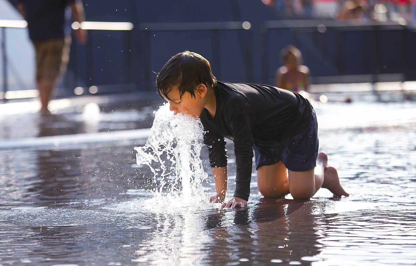 Dans la région de Montréal, des températures de 30 et 32 degrés sont attendues respectivement vendredi et samedi.