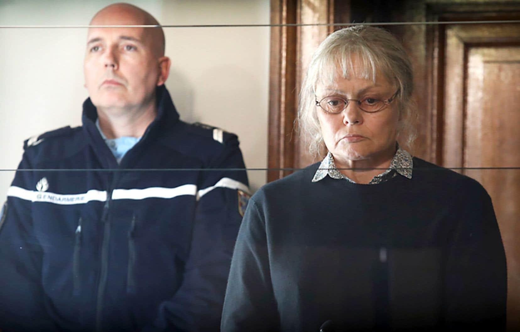 Le réalisateur Yves Rénier prend le parti de Jacqueline Sauvage, interprétée par la convaincante Muriel Robin.