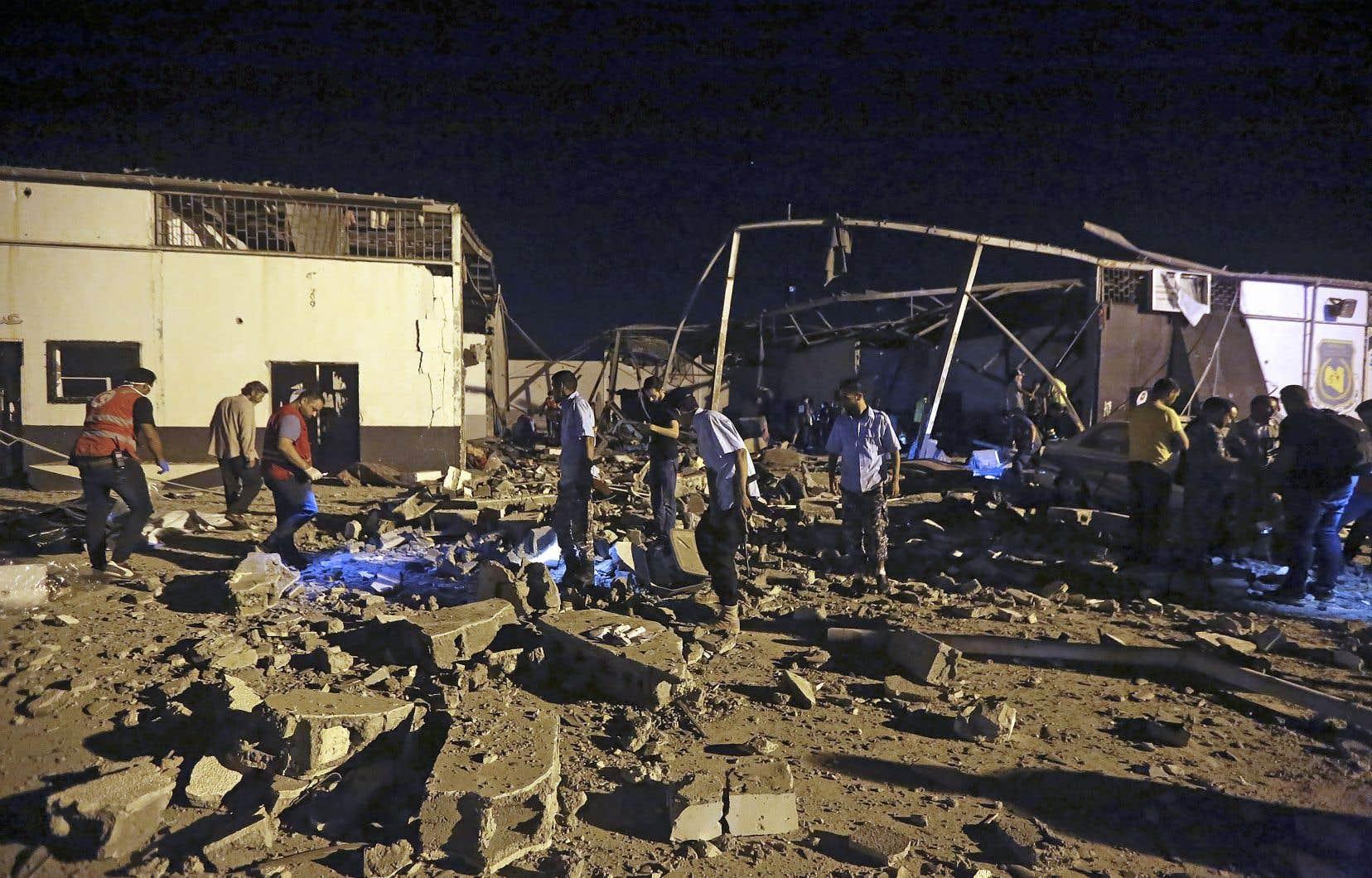 44 migrants sont morts dans un raid aérien mardi soir contre leur centre à Tajoura, une banlieue à l'est de Tripoli.