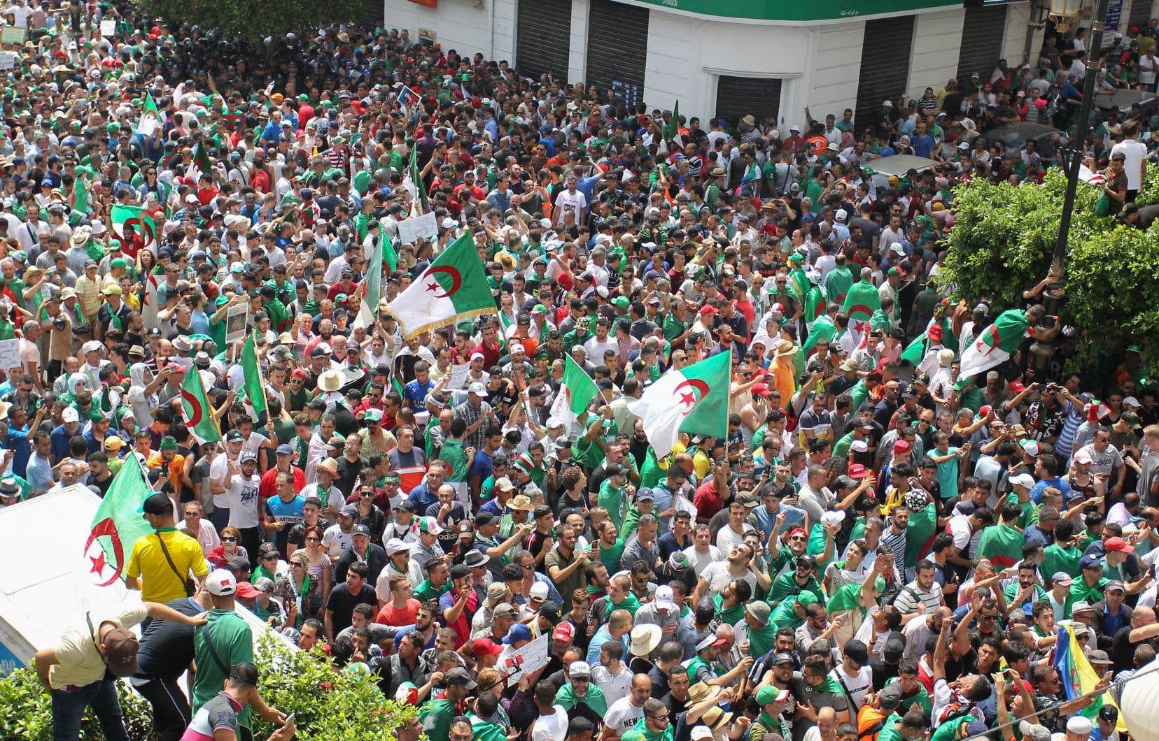Depuis la démission du président Abdelaziz Bouteflika, le mouvement de contestation refuse que le «système» en place organise la prochaine élection présidentielle.