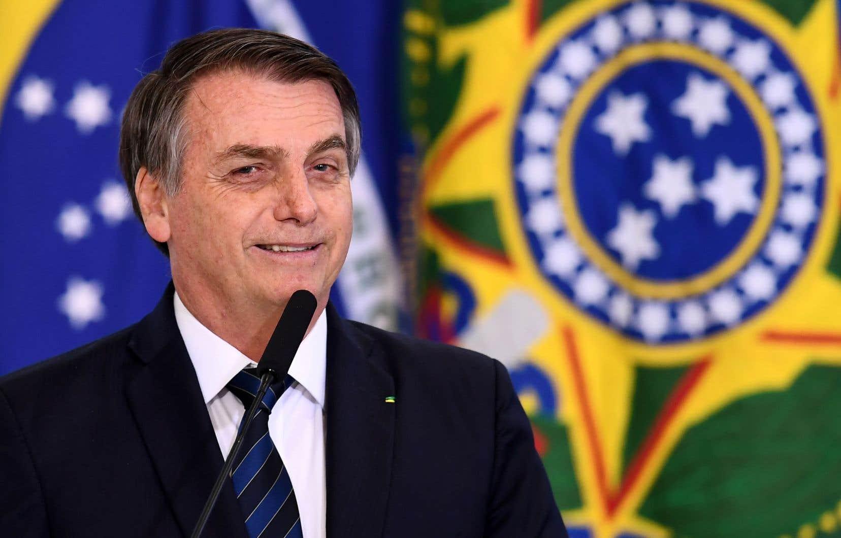 «Le travail donne de la dignité aux hommes et aux femmes, peu importe l'âge», a déclaré le président Jair Bolsonaro.