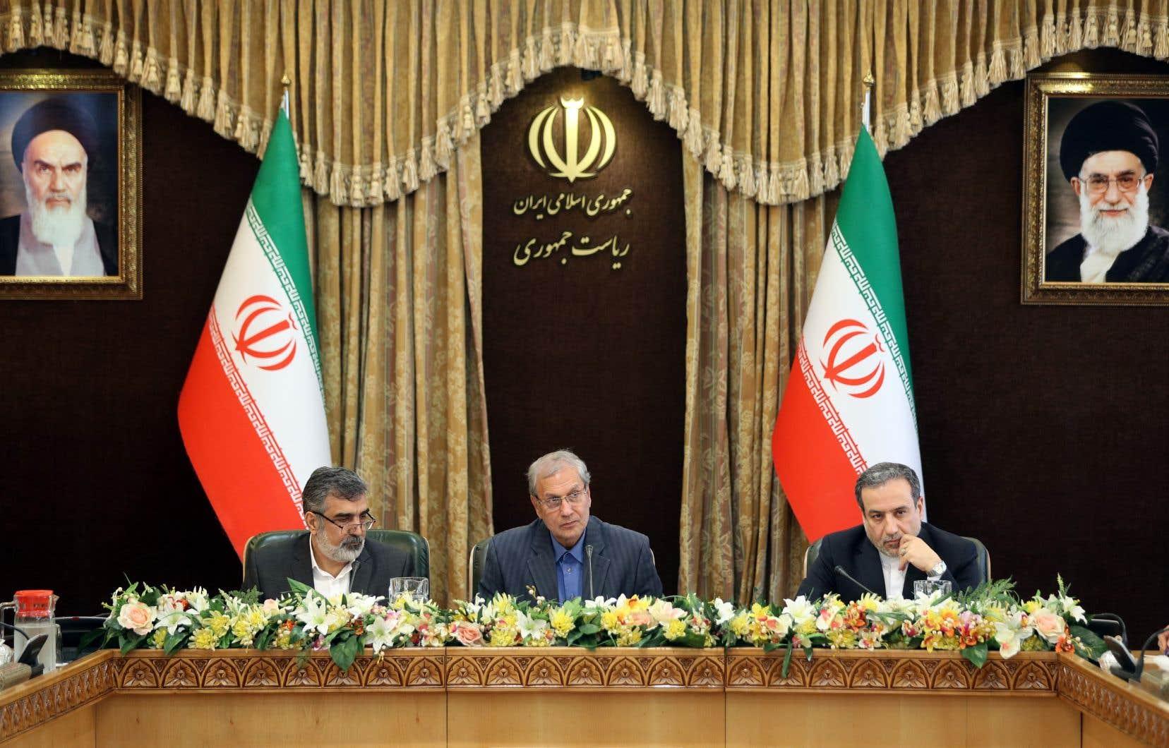 Le porte-parole de l'Organisation iranienne de l'énergie atomique, Behrouz Kamalvandi, le porte-parole du gouvernement, Ali Rabiei, et le ministre des Affaires étrangères, Abbas Araghchi lors d'une conférence de presse le 7 juillet 2019