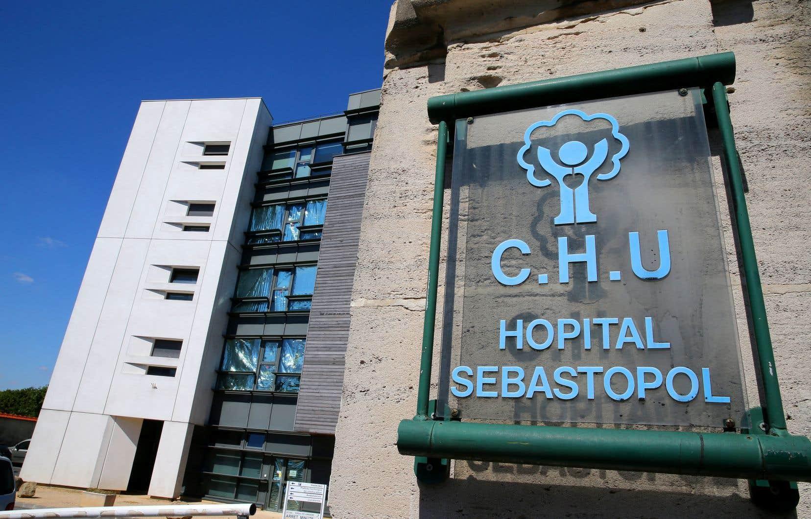 «C'est un assassinat déguisé, une euthanasie», a déclaré Pierre Lambert aux journalistes en arrivant dimanche au centre hospitalier Sébastopol de Reims.