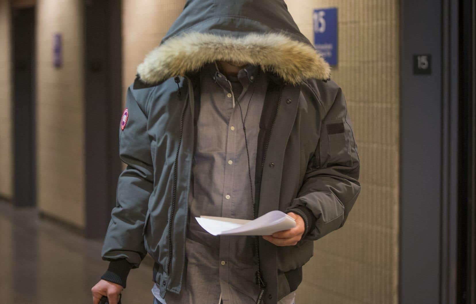 Janick Murray-Hall avait caché son visage lors de son passage au palais de justice de Montéal, en avril dernier.