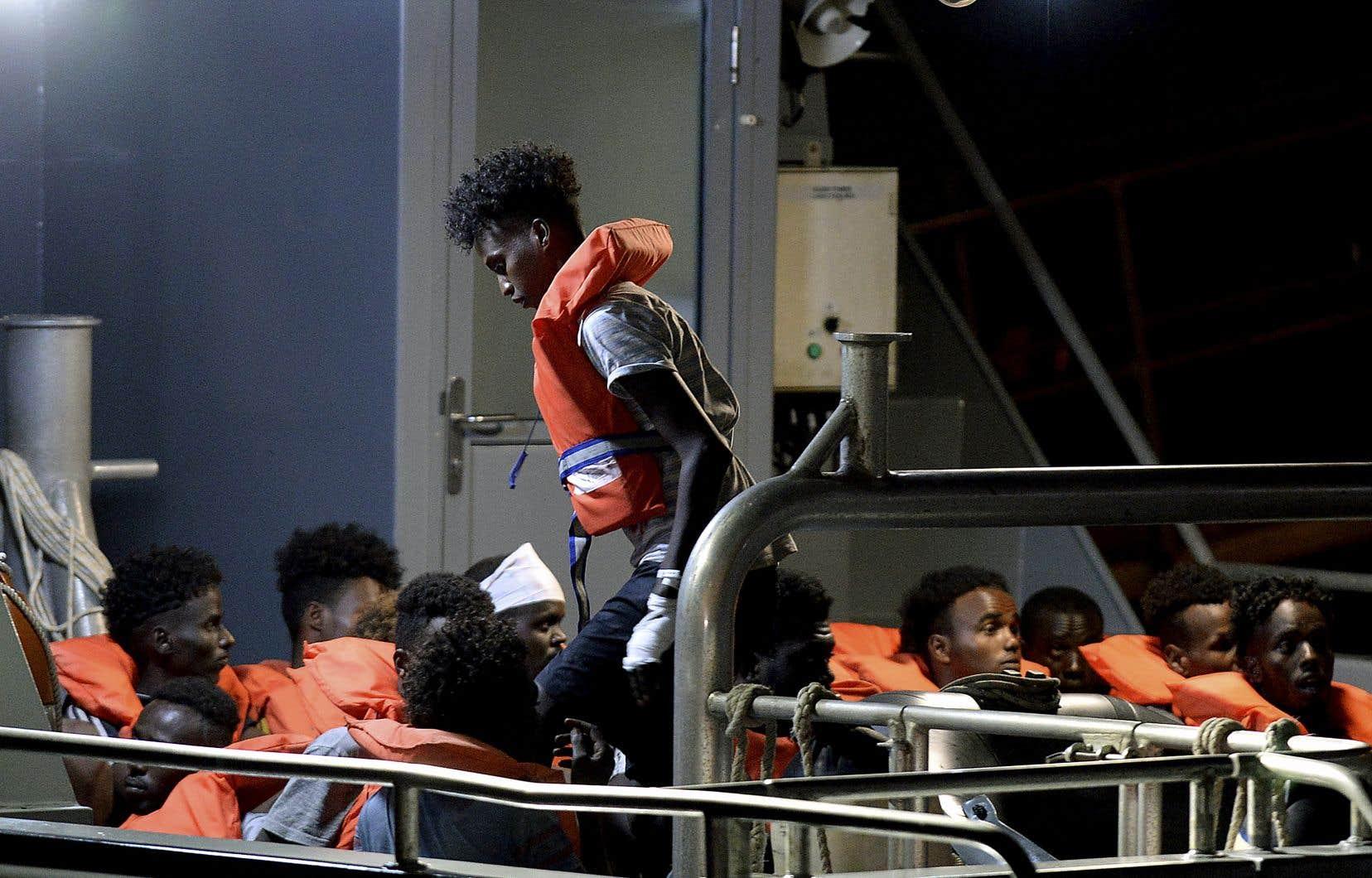 Soixante-cinq migrants se trouvaient à bord du navire Alan Kurdi, de l'ONG allemande Sea-Eye.