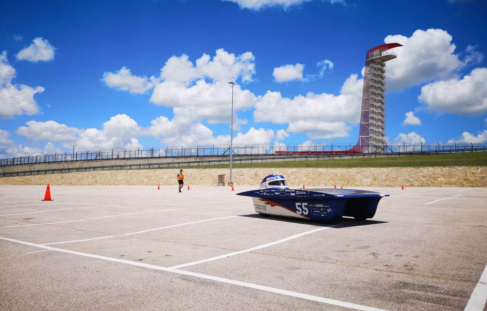 Le petit bolide monoplace bleu et blanc, concocté par les étudiants de Polytechnique, a réussi à effectuer 35 tours de plus que son plus proche rival sur le circuit d'Austin, au Texas.