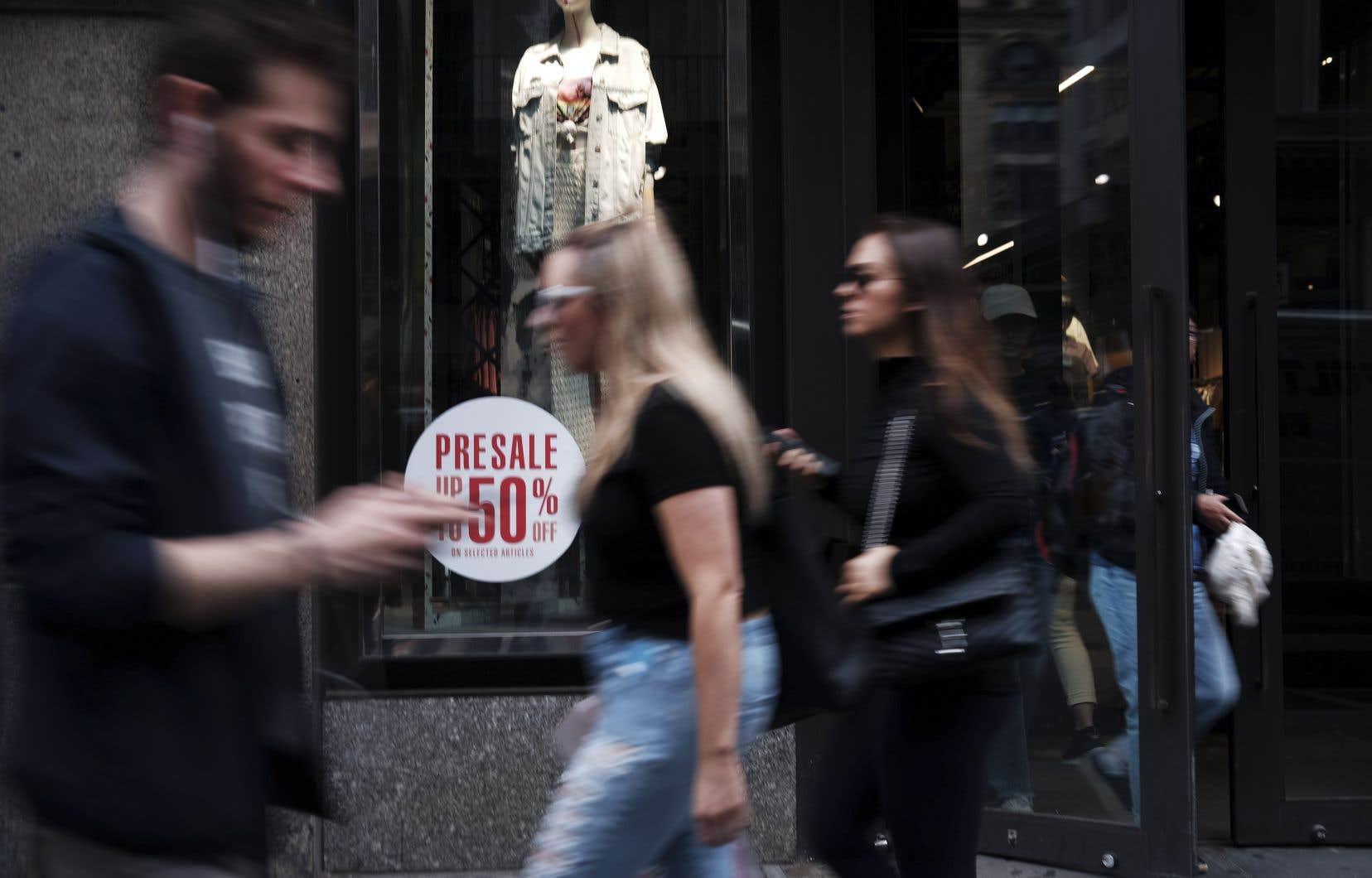 La hausse du salaire horaire minimum fait débat aux États-Unis.