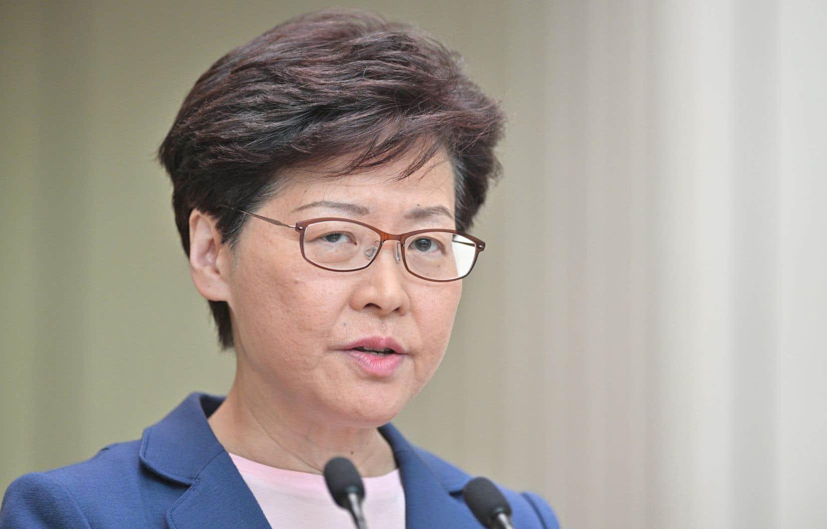 Mardi, Carrie Lam a prononcé lors d'un point presse son discours le plus conciliant à ce jour. Elle a reconnu que les tentatives de son gouvernement pour faire passer le projet de loi sur les extraditions vers la Chines'étaient soldées par «un échec complet».