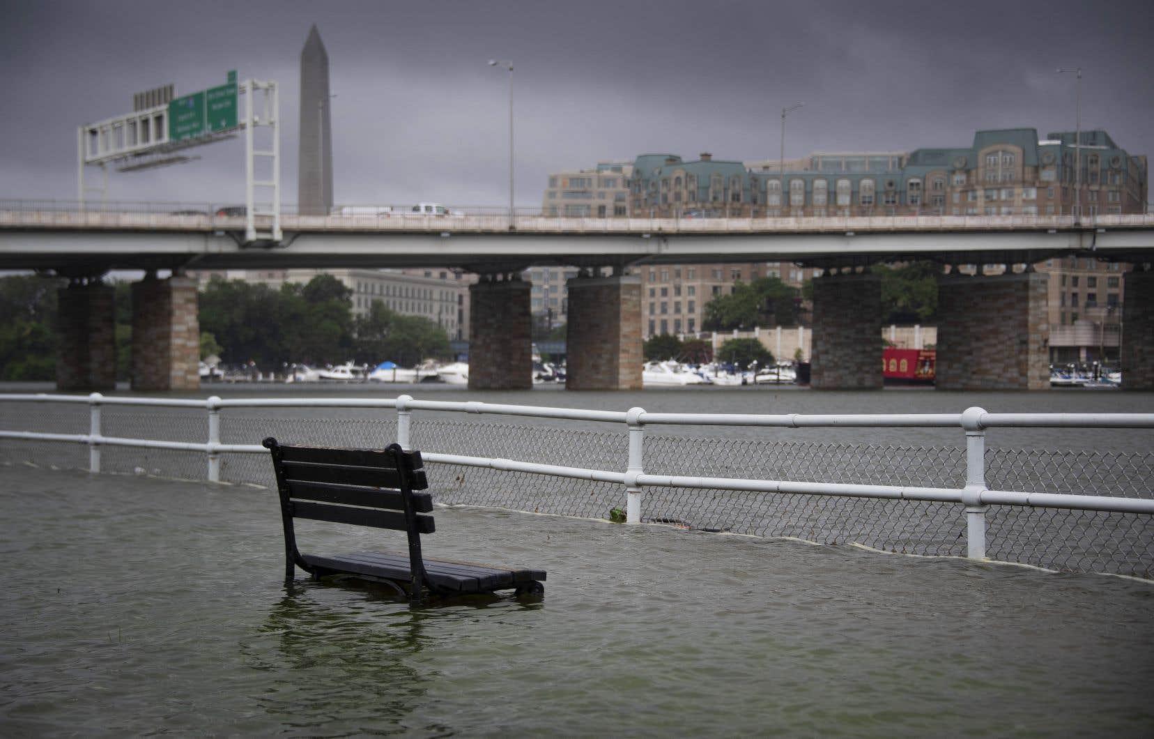 Des routes ont été inondées, plusieurs artères de la ville coupées et des perturbations ont affecté les transports à Washington.