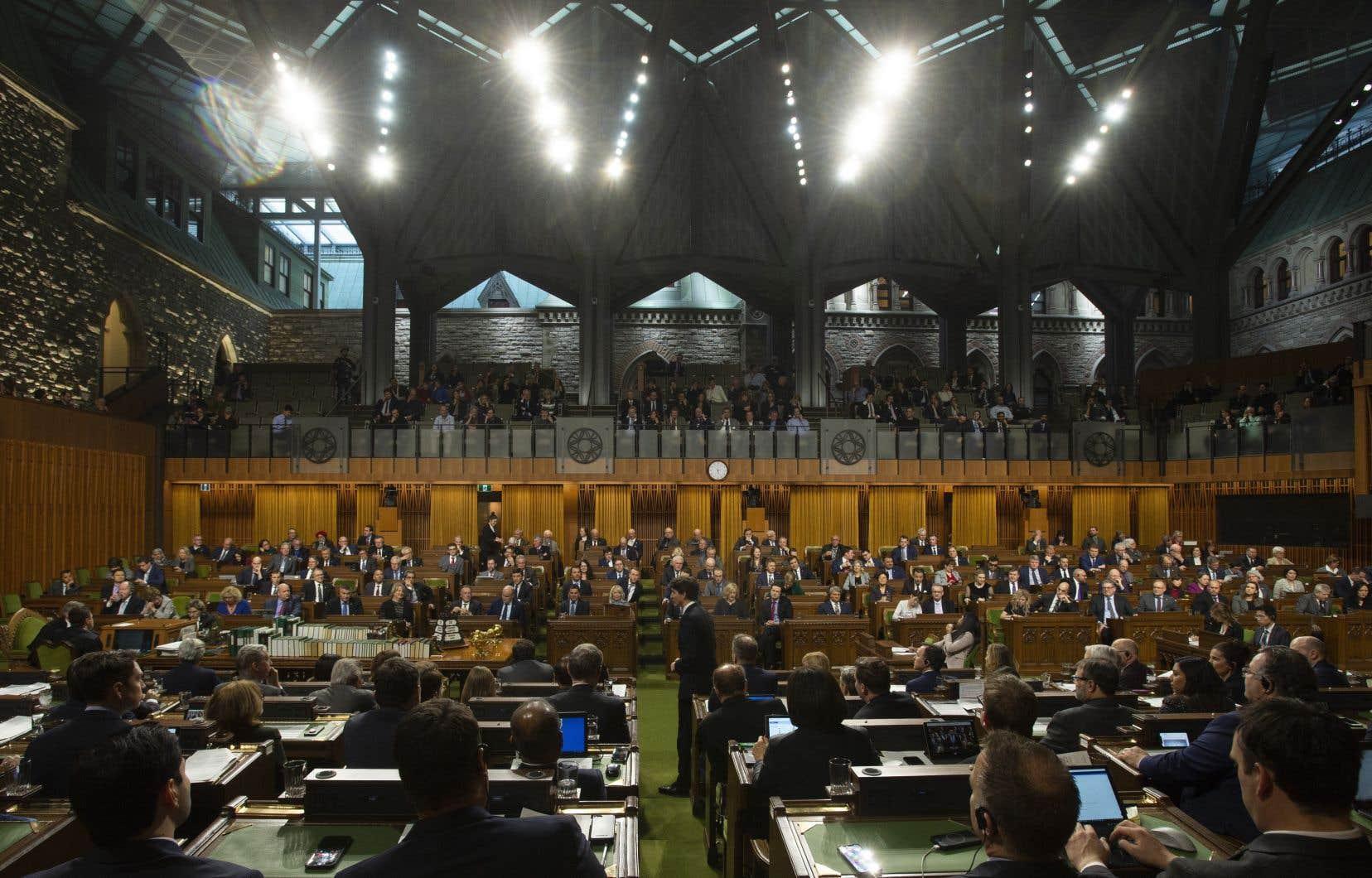 Le salaire de base des députés fédéraux est actuellement de 178900$, ce qui signifie que la plupart des députés en exercice qui recevront une indemnité de départ toucheront 89450$.