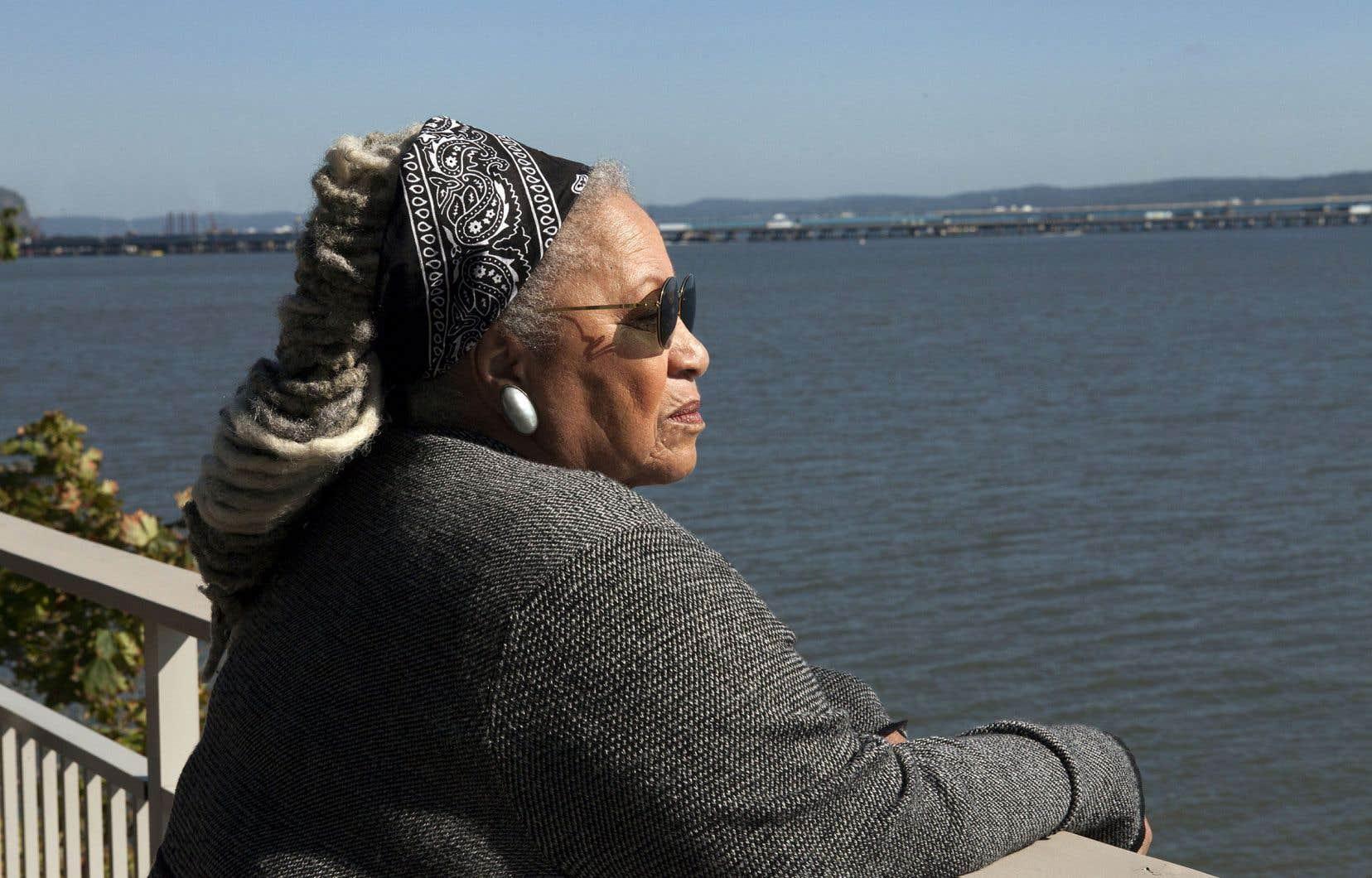 Toni Morrison affiche une aisance remarquable devant la caméra.