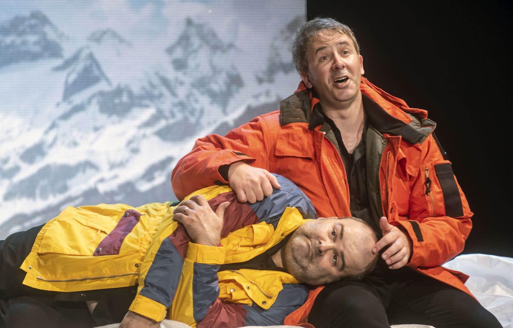 Simon Boudreault (à droite) et Laurent Paquin abordent le sujet tabou de la mort dans une comédie à sketchs, présentée au festival Juste pour rire.