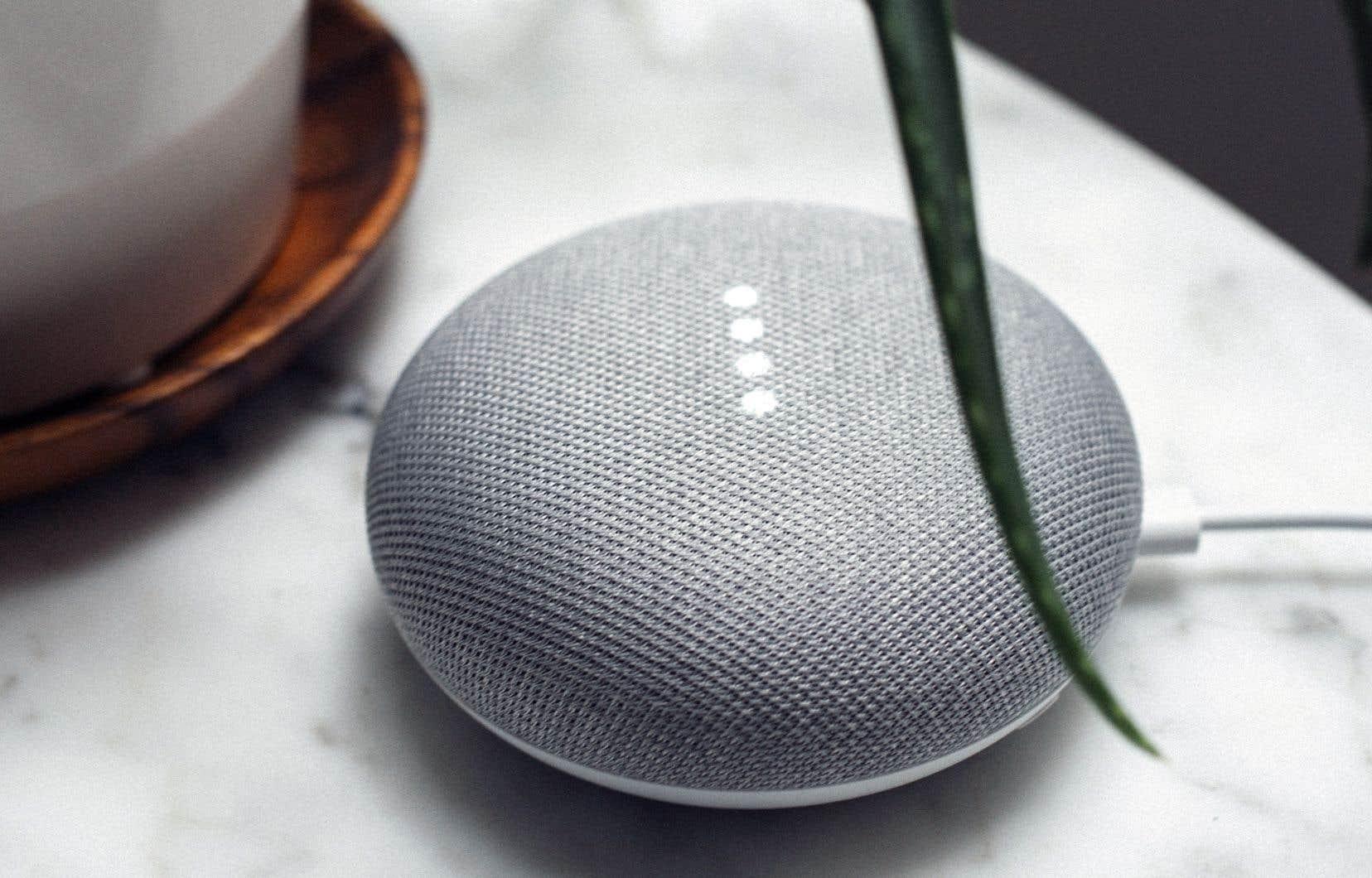 Malgré les questions de protection de vie privée soulevées par les enceintes intelligentes, telle la Google Home mini, leur popularité ne cesse de croître.
