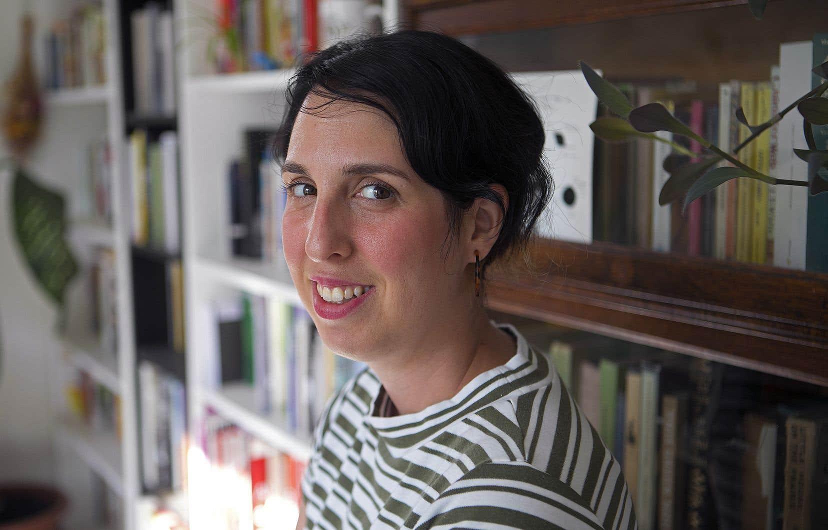 «Dès le début de Wikipédia, on notait que les deux tiers des contributeurs possédaient un bac. Ce sont déjà des privilégiés, par l'éducation, qui y ont contribué», souligne Amber Berson, doctorante en histoire de l'art, wikipédienne d'expérience et fascinée par le concept de l'accessibilité.