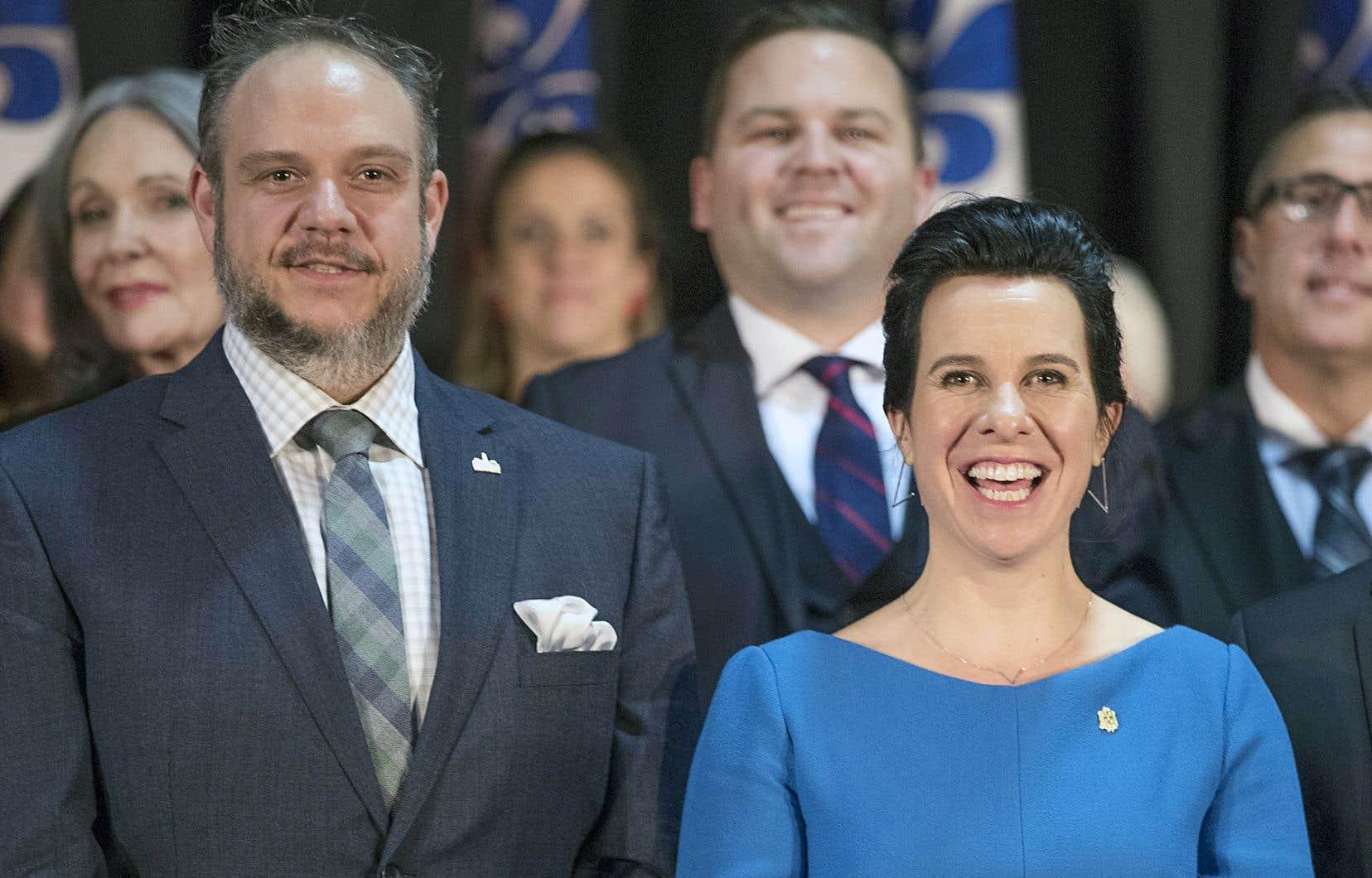 L'opposition à l'Hôtel de Ville estime que Benoit Dorais, que l'on voit ici à l'assermentation de la mairesse Valérie Plante en novembre 2017,devrait démissionner de son poste.