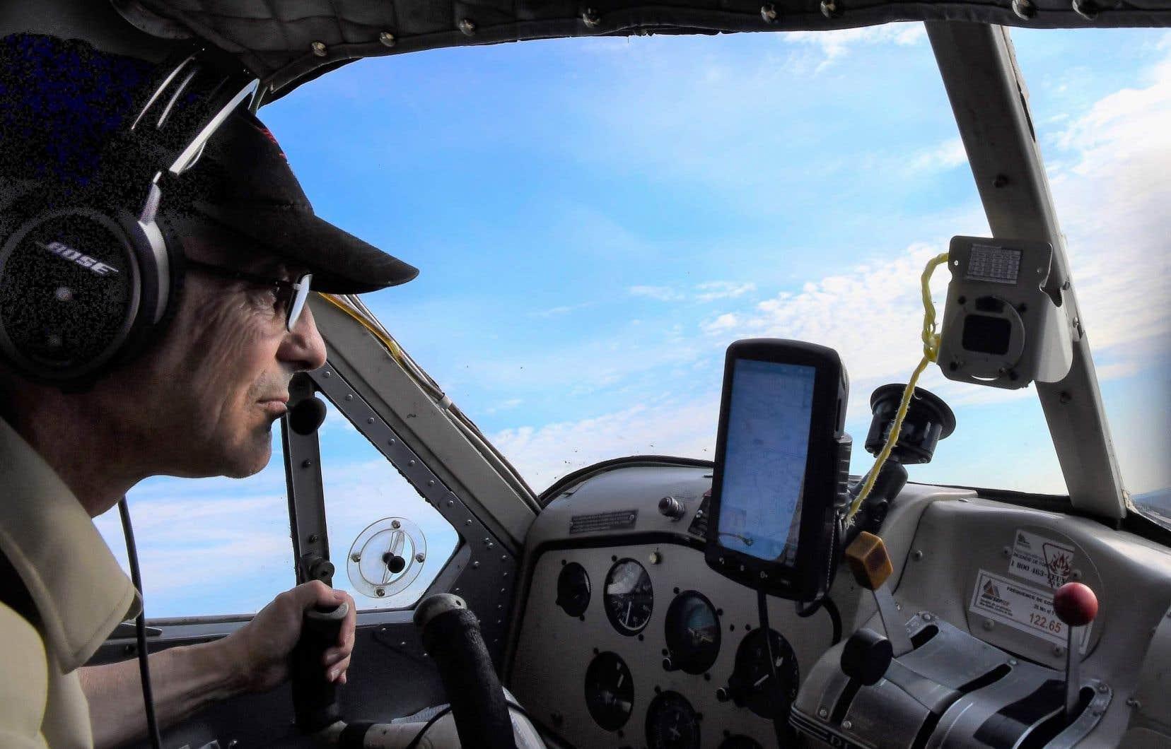 GillesMorin est un employé d'Air Saguenay depuis 2011 et il aurait cumulé 20000heures de vol, selon son employeur.