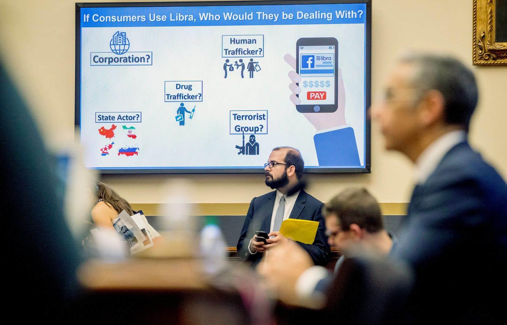 Les ministres présents au sommet du G7 financier estiment que le projet de cryptomonnaie Libra lancé par Facebook a besoin de régulation et d'encadrement.