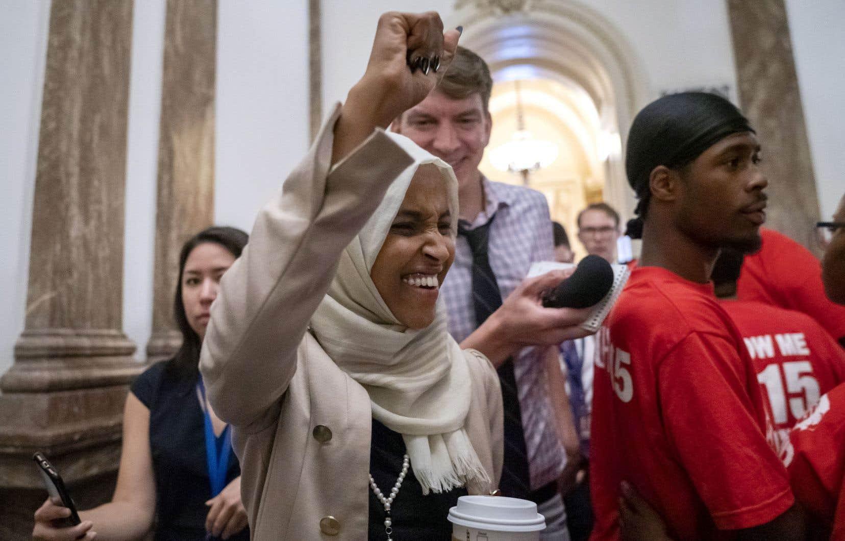 Cible d'attaques de Donald Trump, la démocrate Ilhan Omar a reçu des encouragements de visiteurs au Capitole à Washington, jeudi.