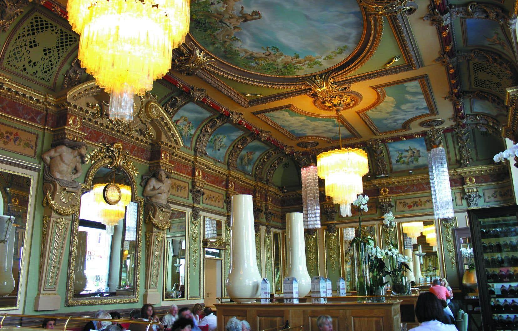 Le chef Christian Constant a rafraîchi de belle façon Le Bibent, brasserie au décor mélangeant le baroque et l'art nouveau.