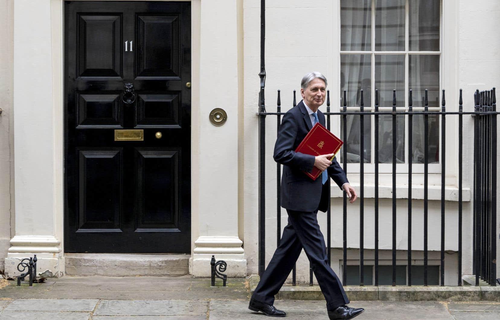 Le ministre britannique des Finances, Philip Hammond,a affirmé que, si Boris Johnson arrivait à la tête de l'État, il démissionnerait vite, car pour lui, «l'acceptation d'une sortie sans accord le 31octobre, [...] ce n'est pas une chose à laquelle je pourrais adhérer».