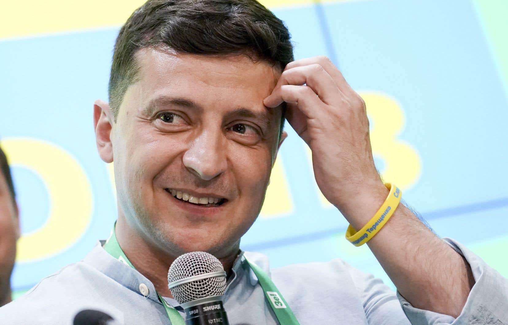 Volodymyr Zelensky, savourant la victoire de son parti aux législatives