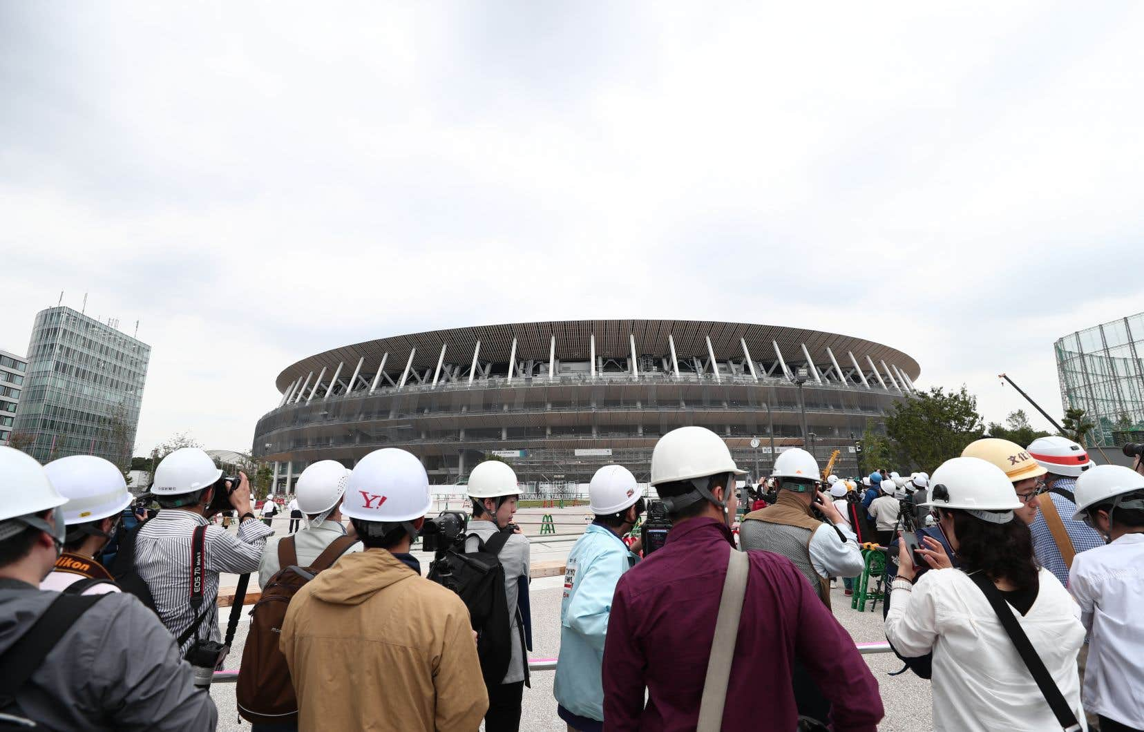 <p>Un peu moins d'un an avant le début des Jeux olympiques à Tokyo, les autorités vantent des progrès rapides sur les chantiers, mais des groupes de travailleurs estiment que la vitesse de construction a eu des conséquences dangereuses.</p>