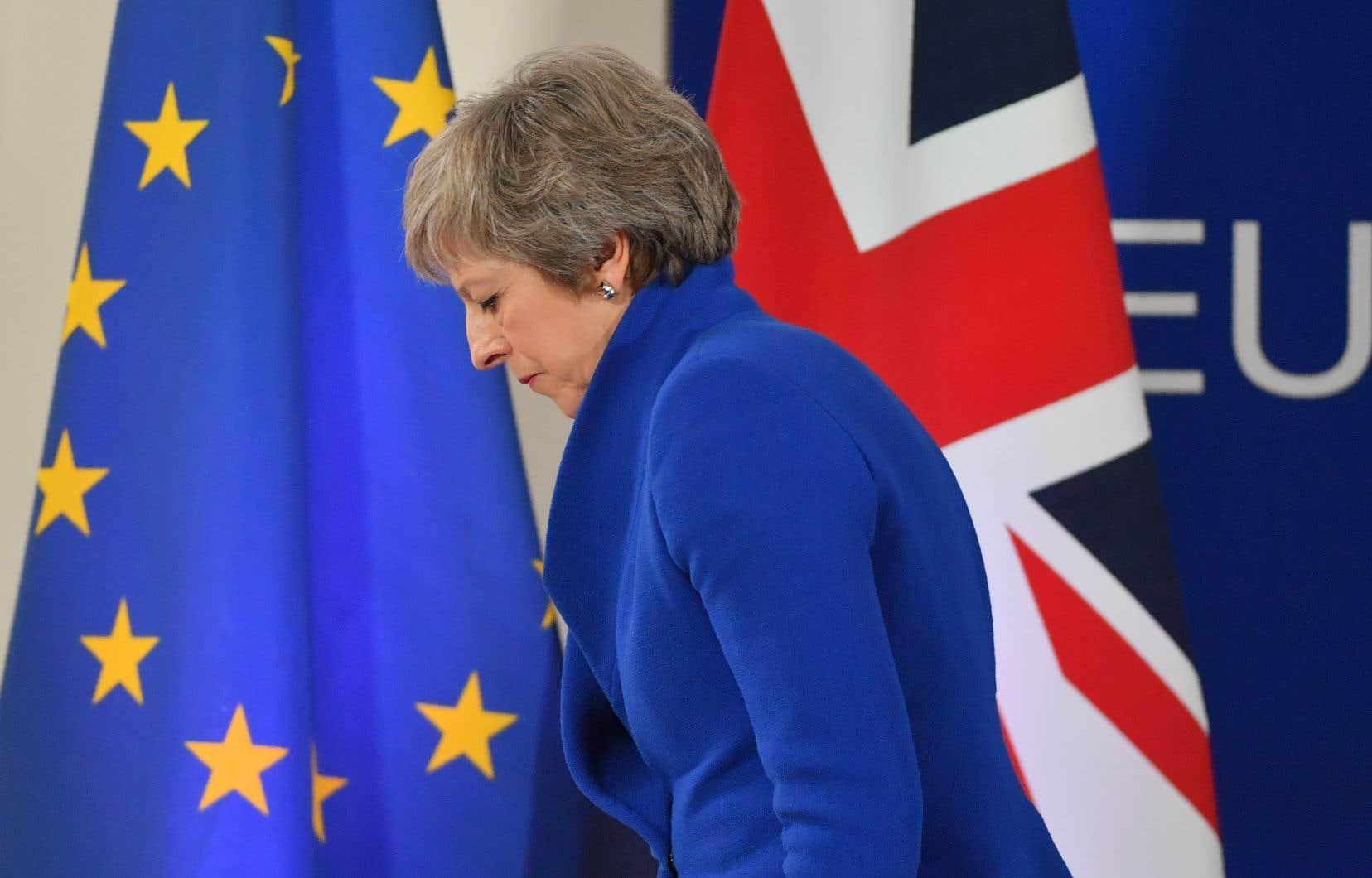 D'abord opposée timidement au Brexit, Theresa May l'aura toutefois défendu bec et ongles durant tout son mandat, au nom de la démocratie et du respect d'un processus d'expression du peuple par les urnes.