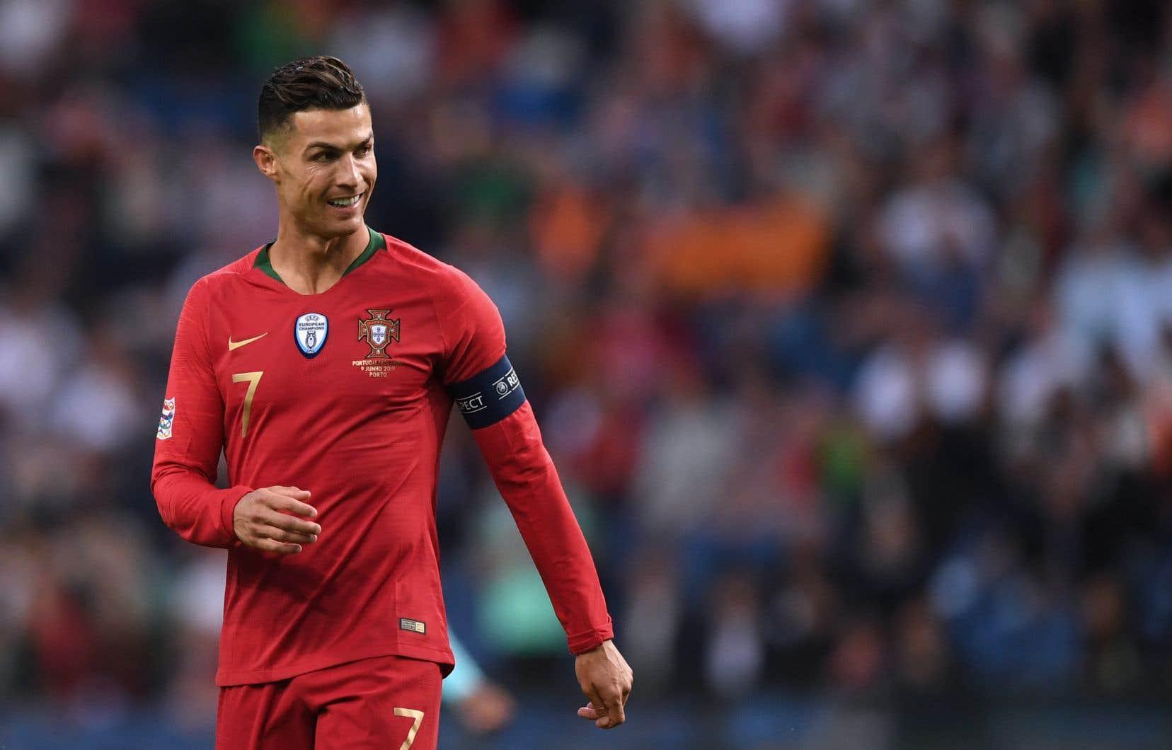 La poursuite cherche à annuler l'accord et à collecter au moins 200000$ de plus de la vedette de Juventus.