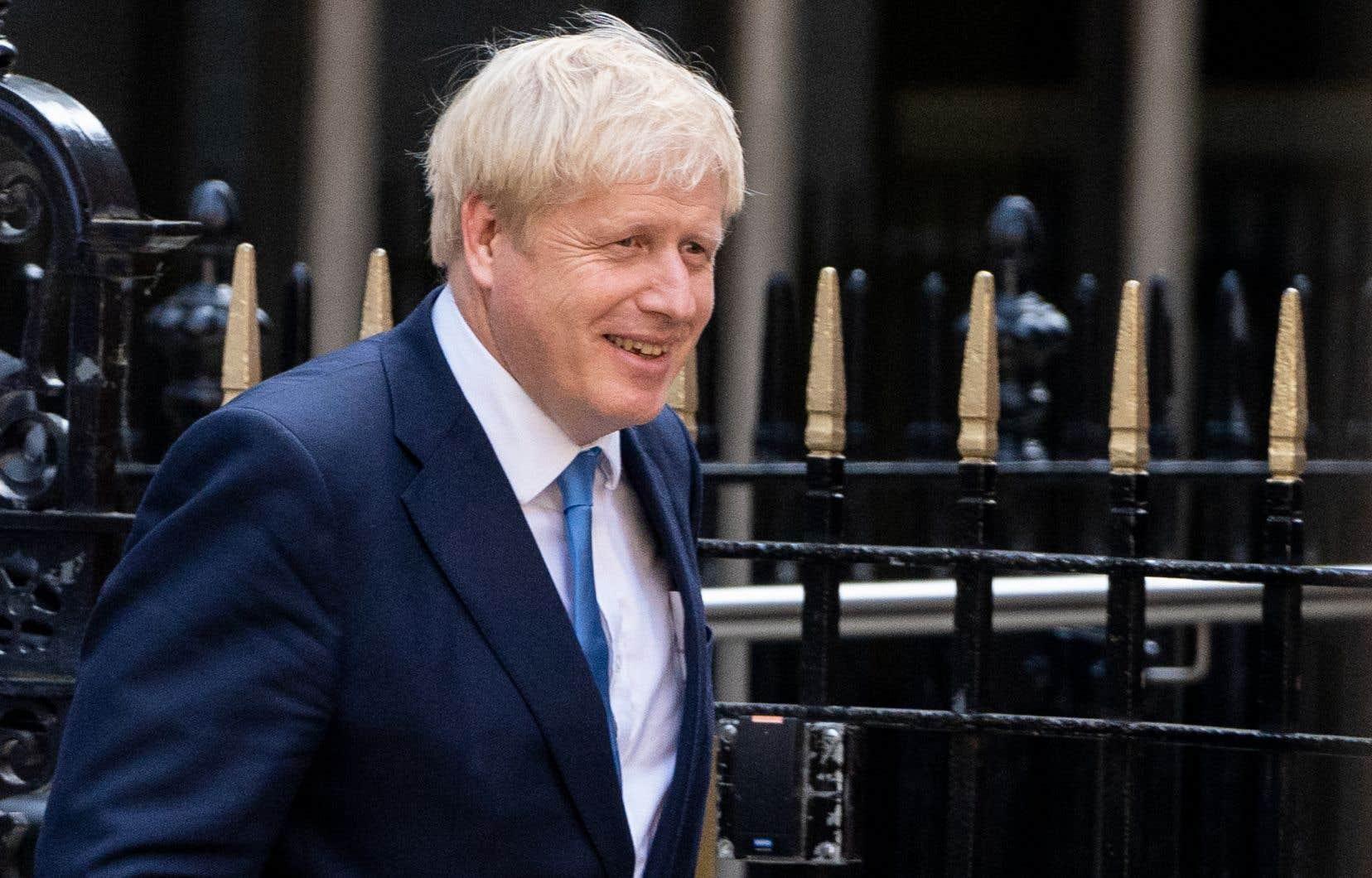 Boris Johnson entre en fonction sous la menace d'une motion de défiance brandie par l'opposition travailliste.
