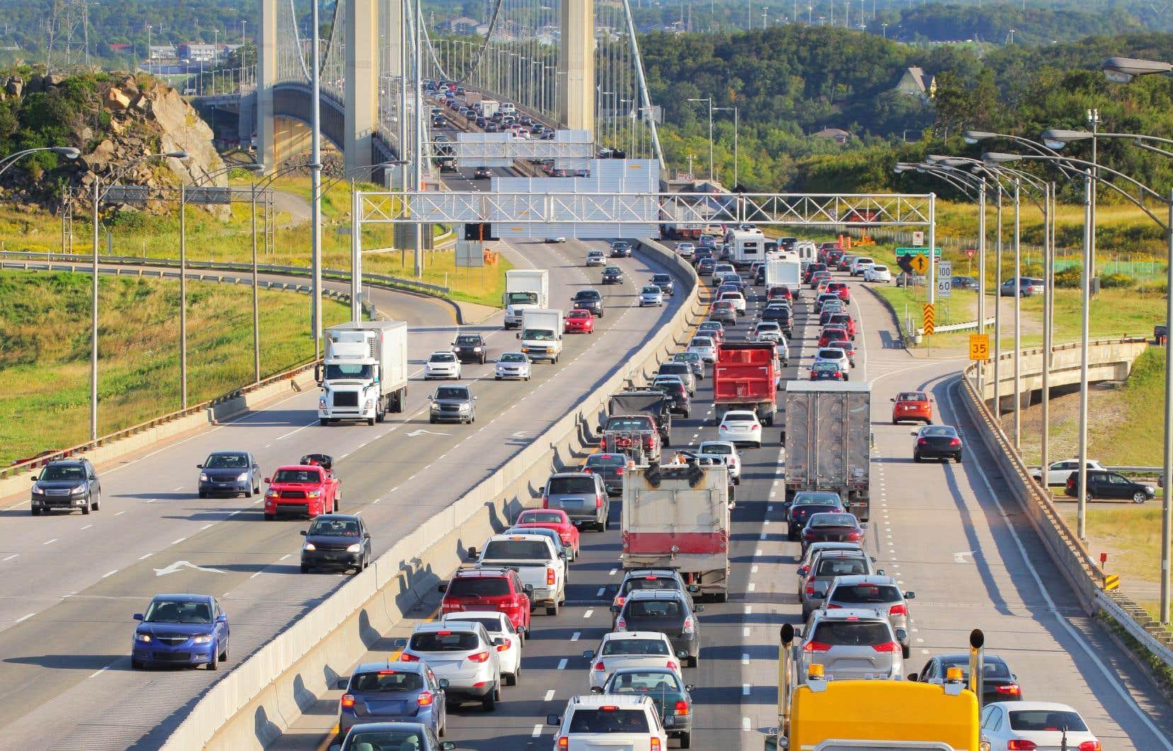 «Il y a véritablement un problème général de circulation routière, de mobilité de déplacement et d'engorgement entre les deux rives du fleuve Saint-Laurent dans la région de Québec», estime l'auteur.